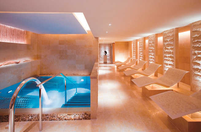 20 ultimate things to do in hong kong fodors travel guide for Mandarin oriental spa