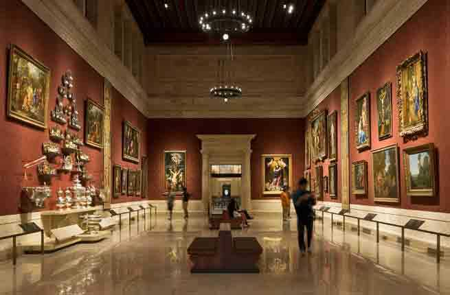A description of a visit to an art museum in chicago