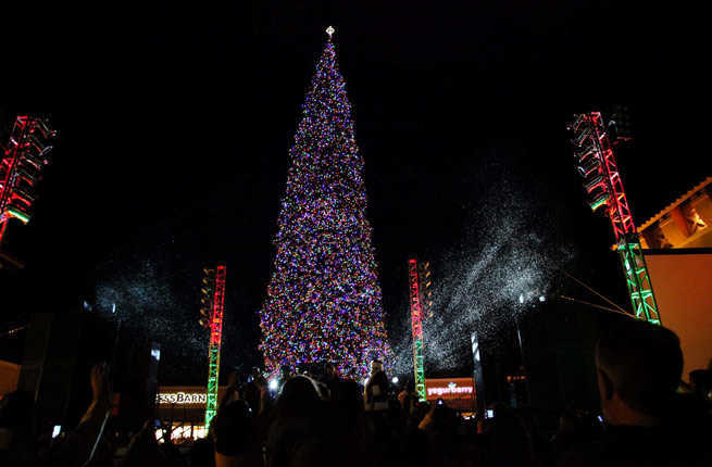 Courtesy of Outlets at Anthem & 10 Awe-Inspiring Christmas Trees Across America u2013 Fodors Travel Guide azcodes.com