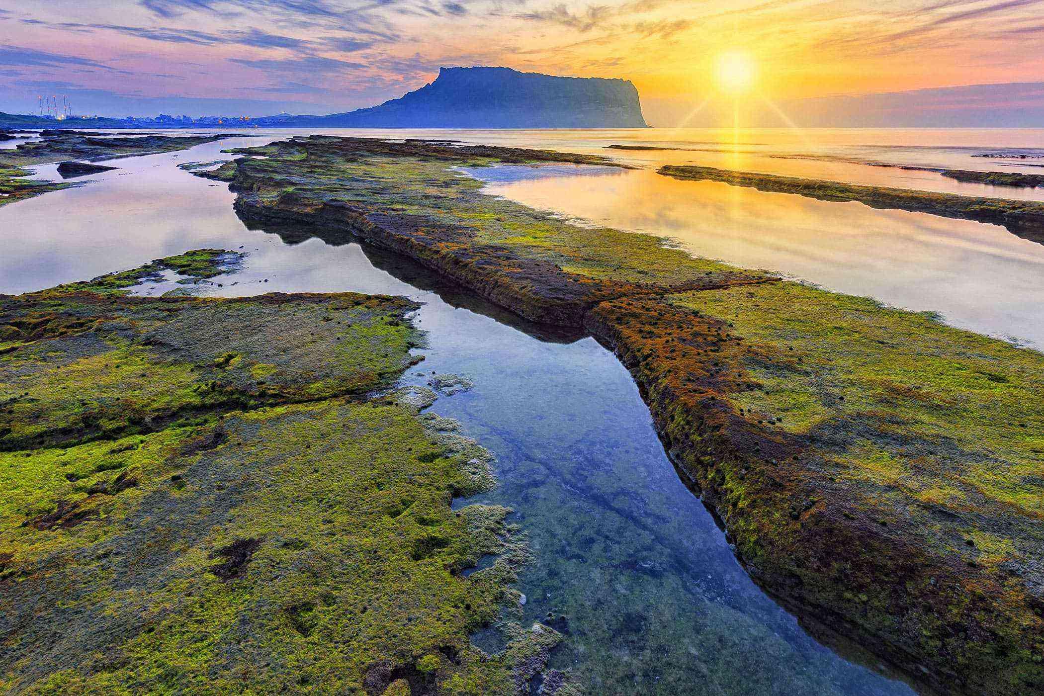 Jeju-Island-Sunrise-Peak