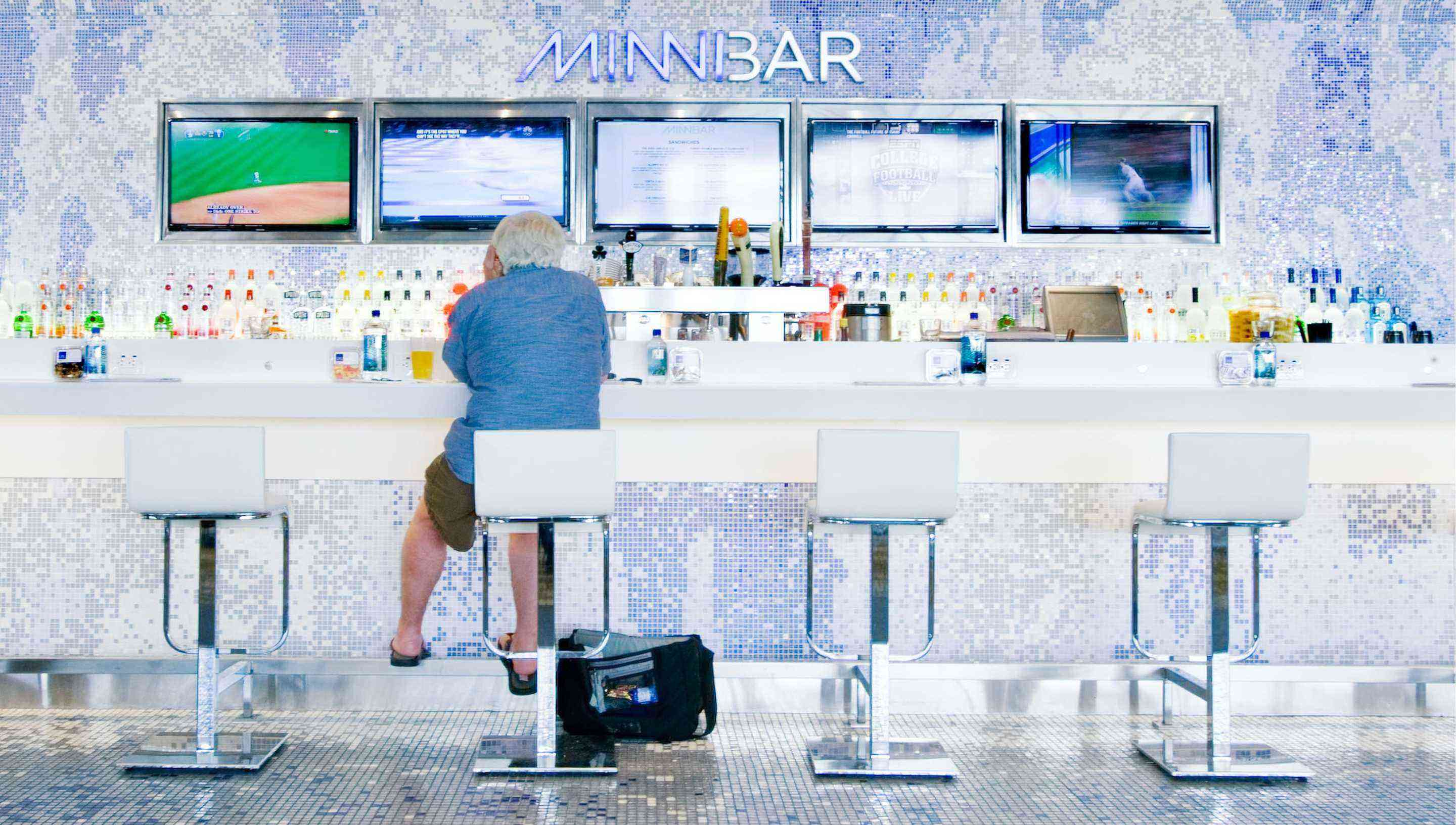 These Airport Restaurants Might Make You Forget You're Eating in an Airport
