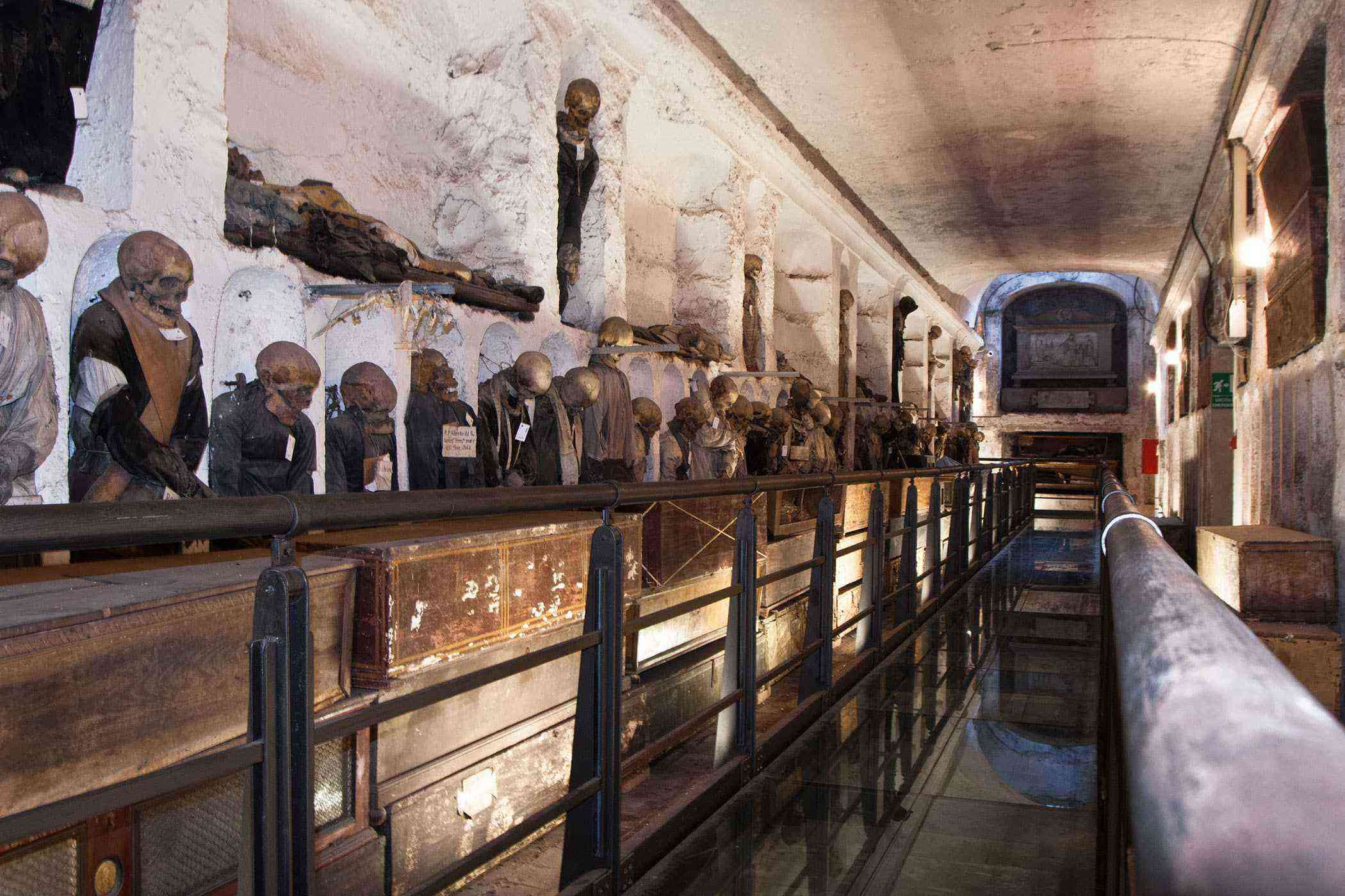 Stuff-Made-Out-Of-Bones-Capuchin-Catacombs-1