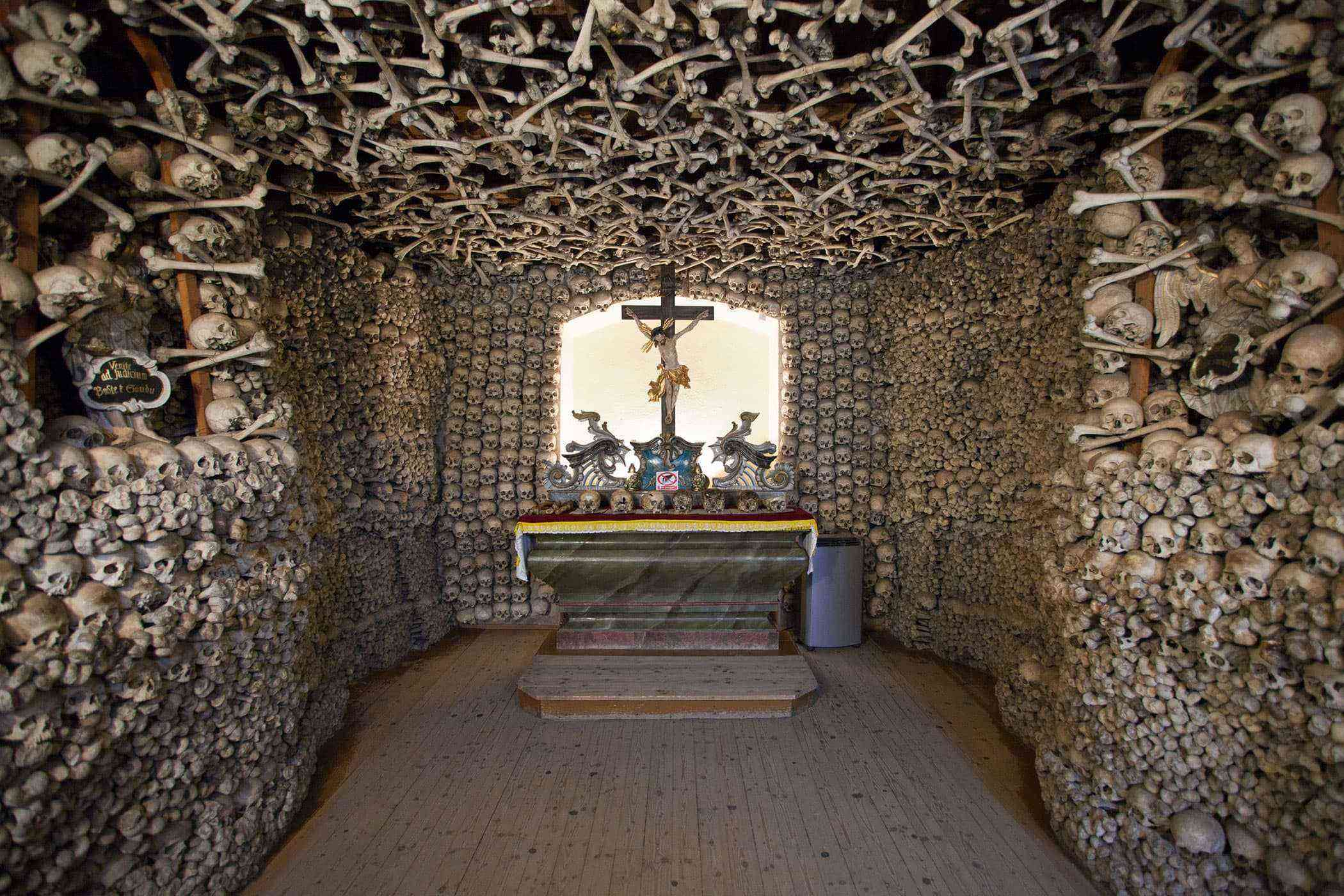 Stuff-Made-Out-Of-Bones-Czermna-Skull-Chapel-1