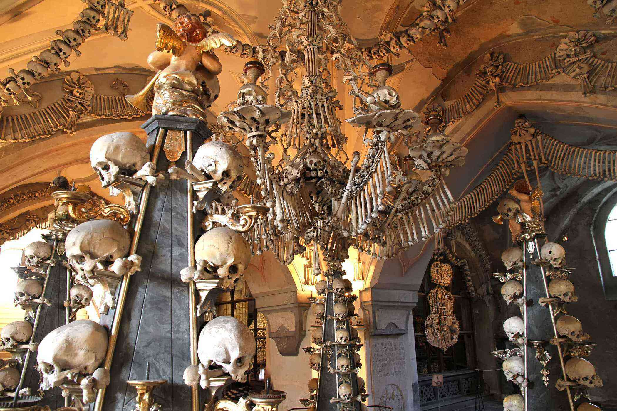 Stuff-Made-Out-Of-Bones-Sedlec-Ossuary-1