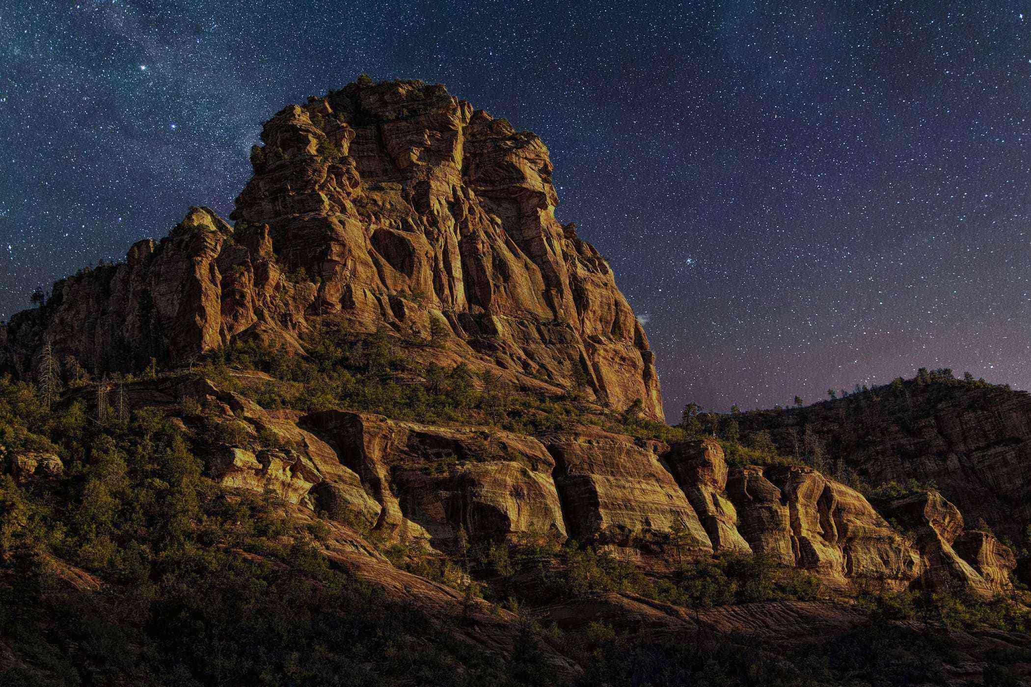 Comet Neowise soars across the night sky in the desert