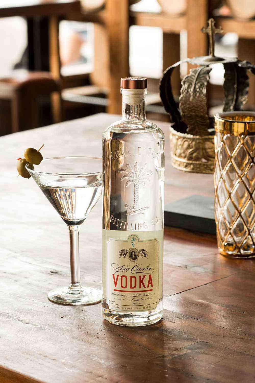 Charleston-Cocktail-Bars-Charleston-Distilling-Co-1