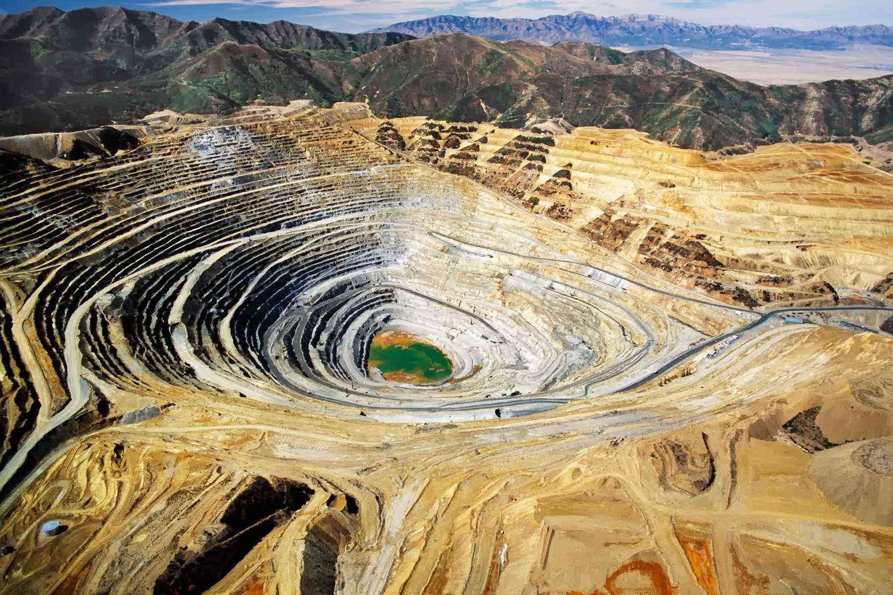 Deep-Holes-Bingham-Canyon-Mine-1