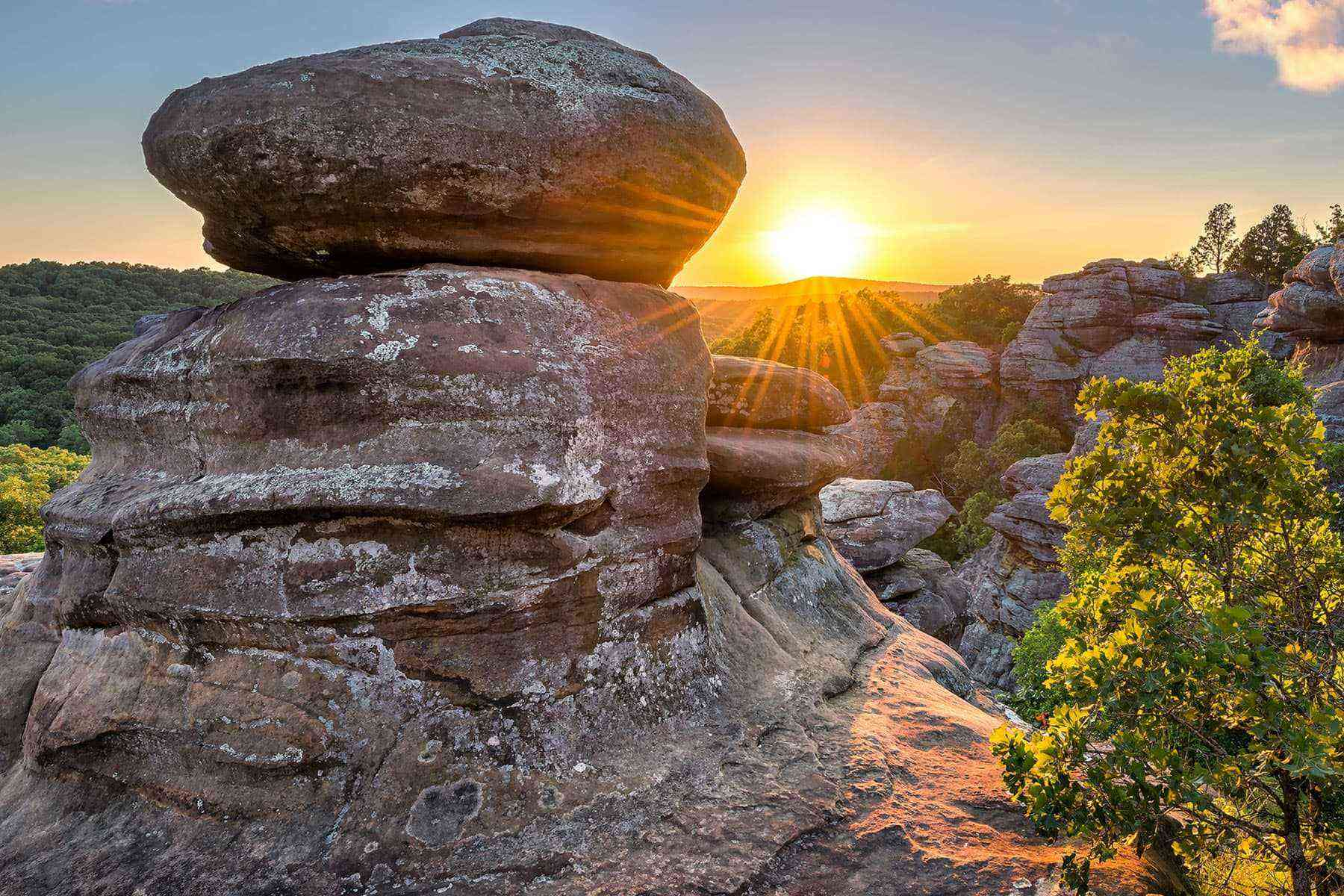 11 amazing places to see the solar eclipse fodors travel - Hotels near garden of the gods illinois ...