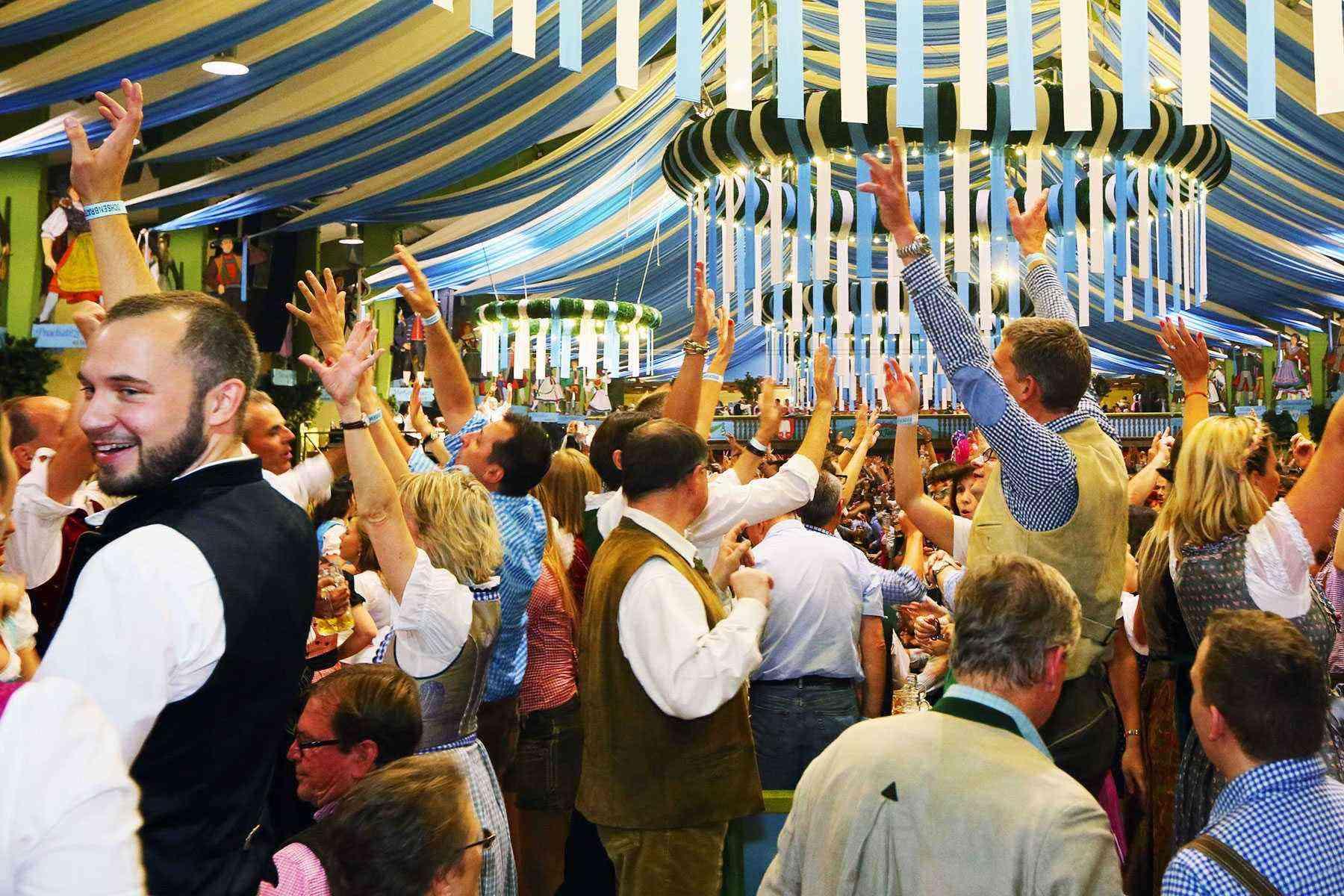 Surviving-Oktoberfest-Crowds-21