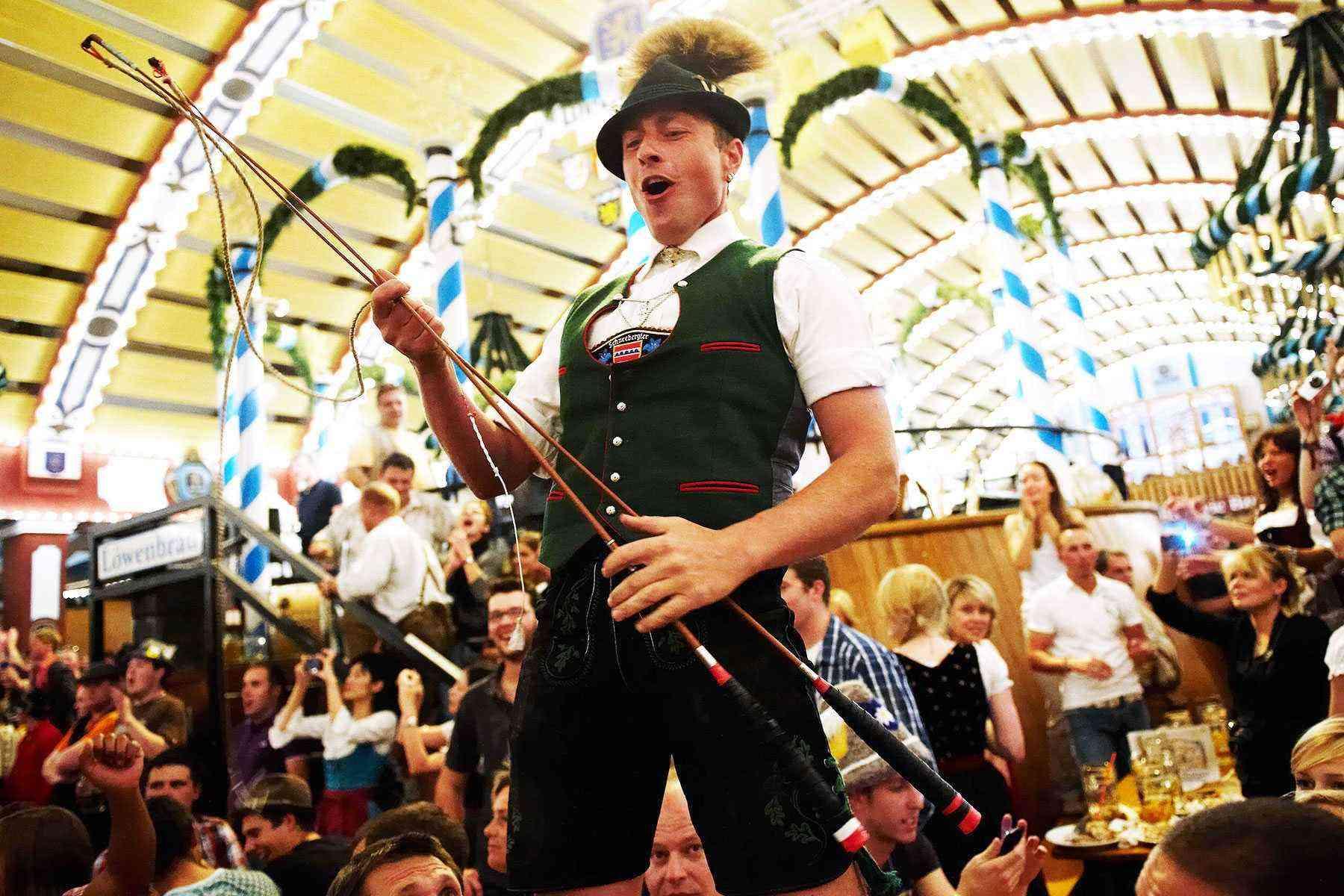 Surviving-Oktoberfest-Singing-21