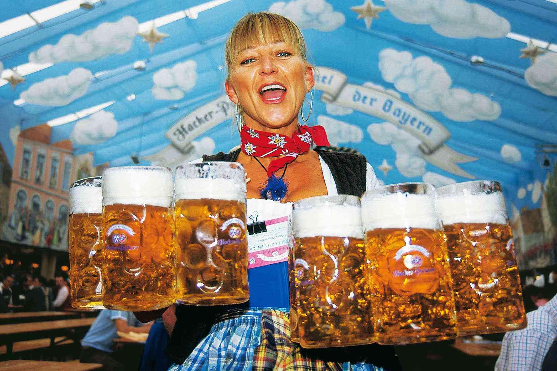 Surviving-Oktoberfest-Waitress1