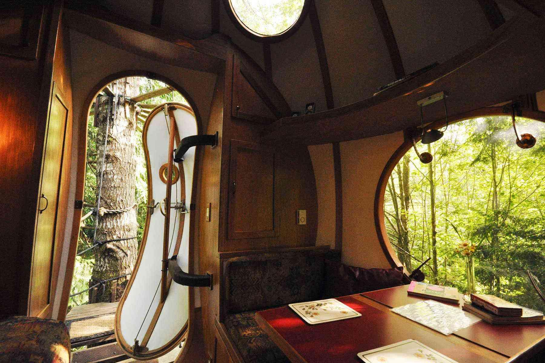 Unusual-Treehouses-Free-Spirit-Spheres-2