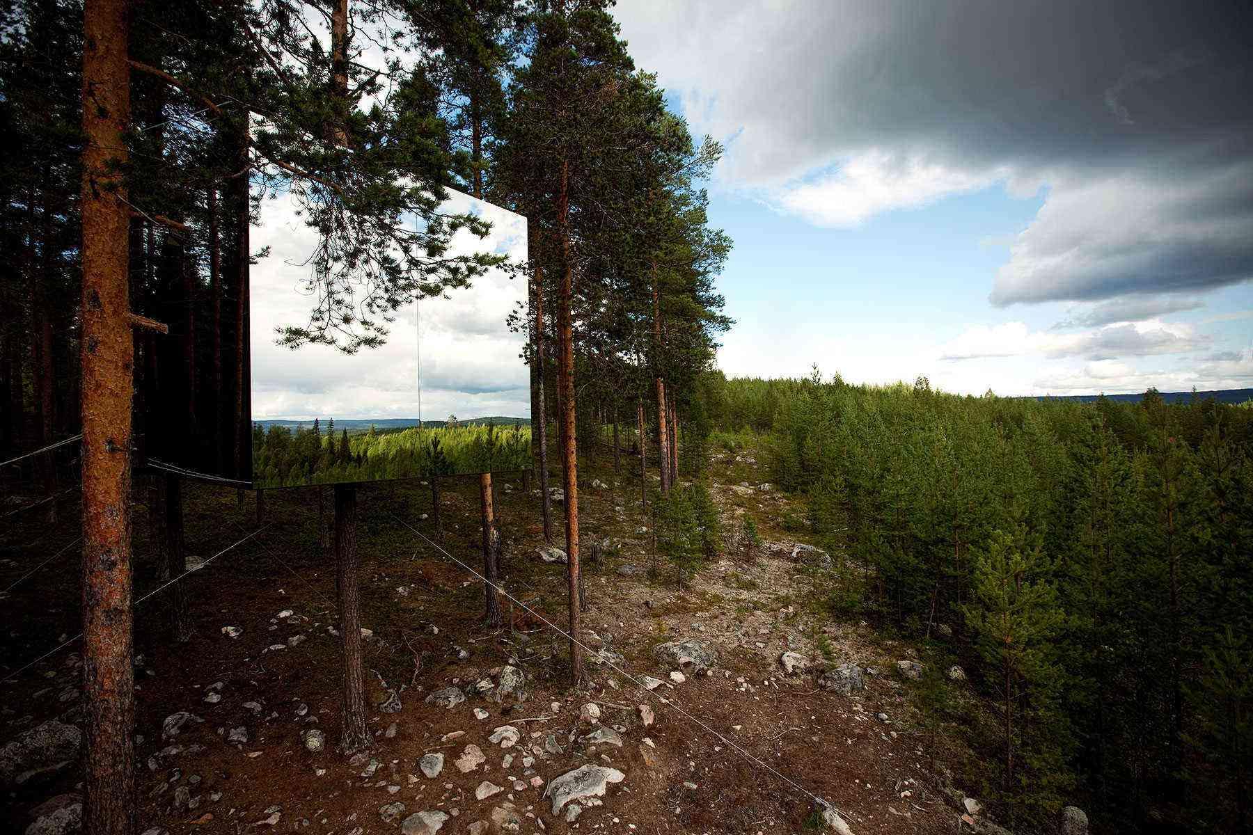 Unusual-Treehouses-Mirrorcube-2