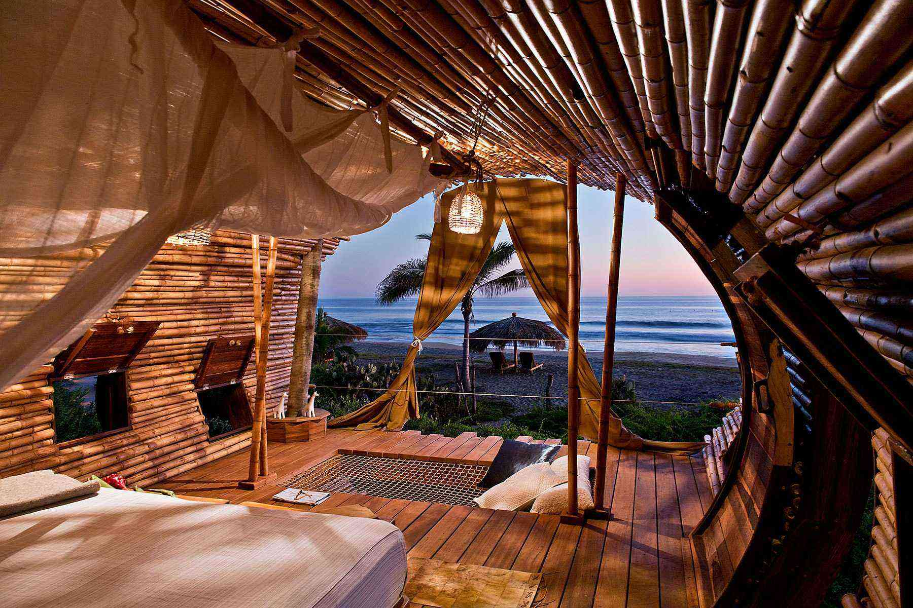 Unusual-Treehouses-Playa-Vida-1