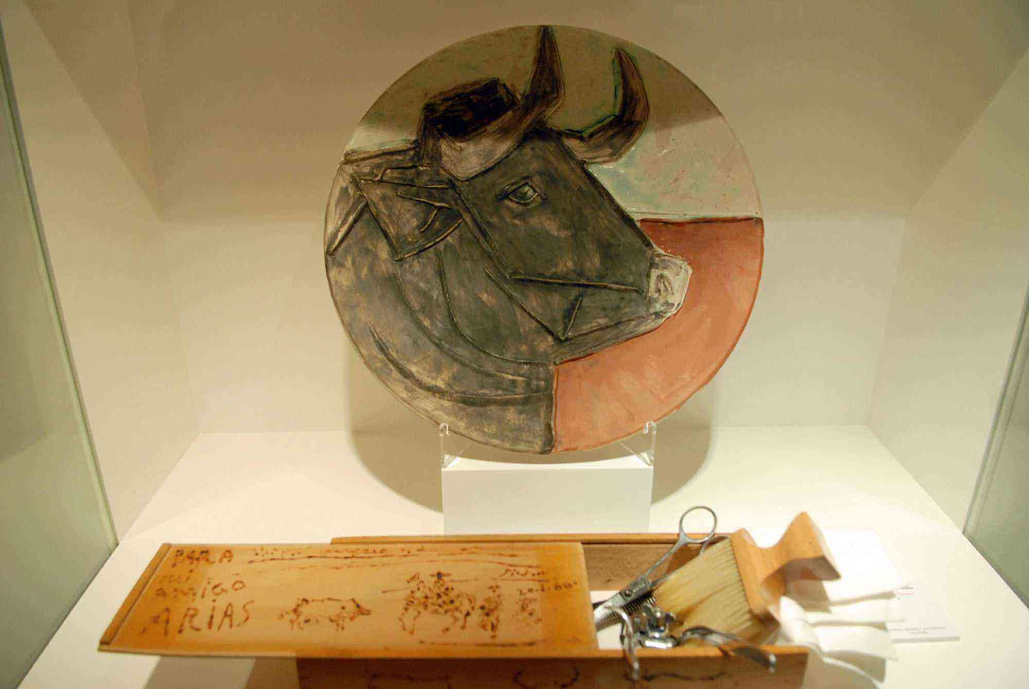 Vitrina Museo Picasso Colecci+¦n Eugenio Arias