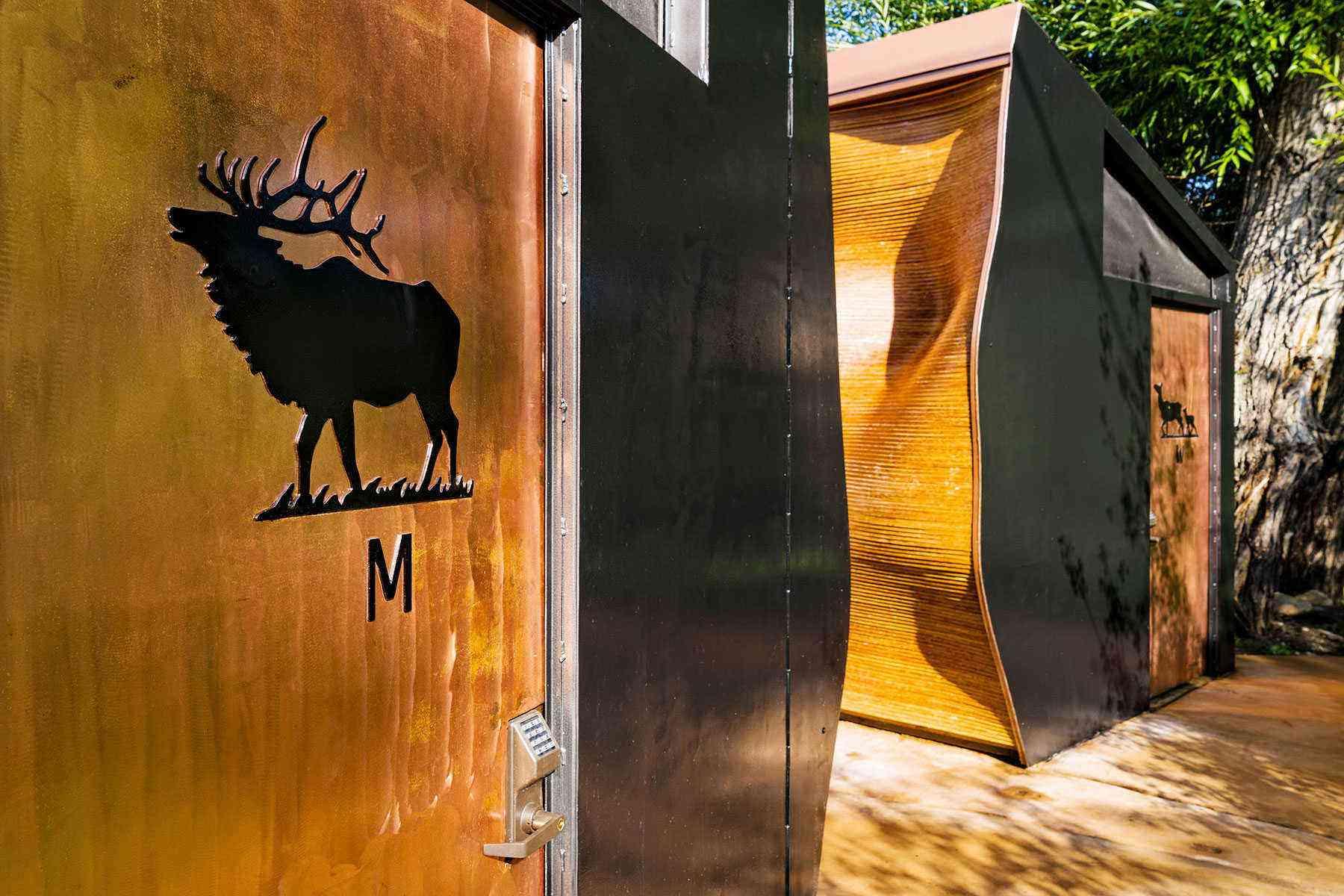 Amazing-Bathrooms-Mineshaft-restrooms-Minturn-Co-2