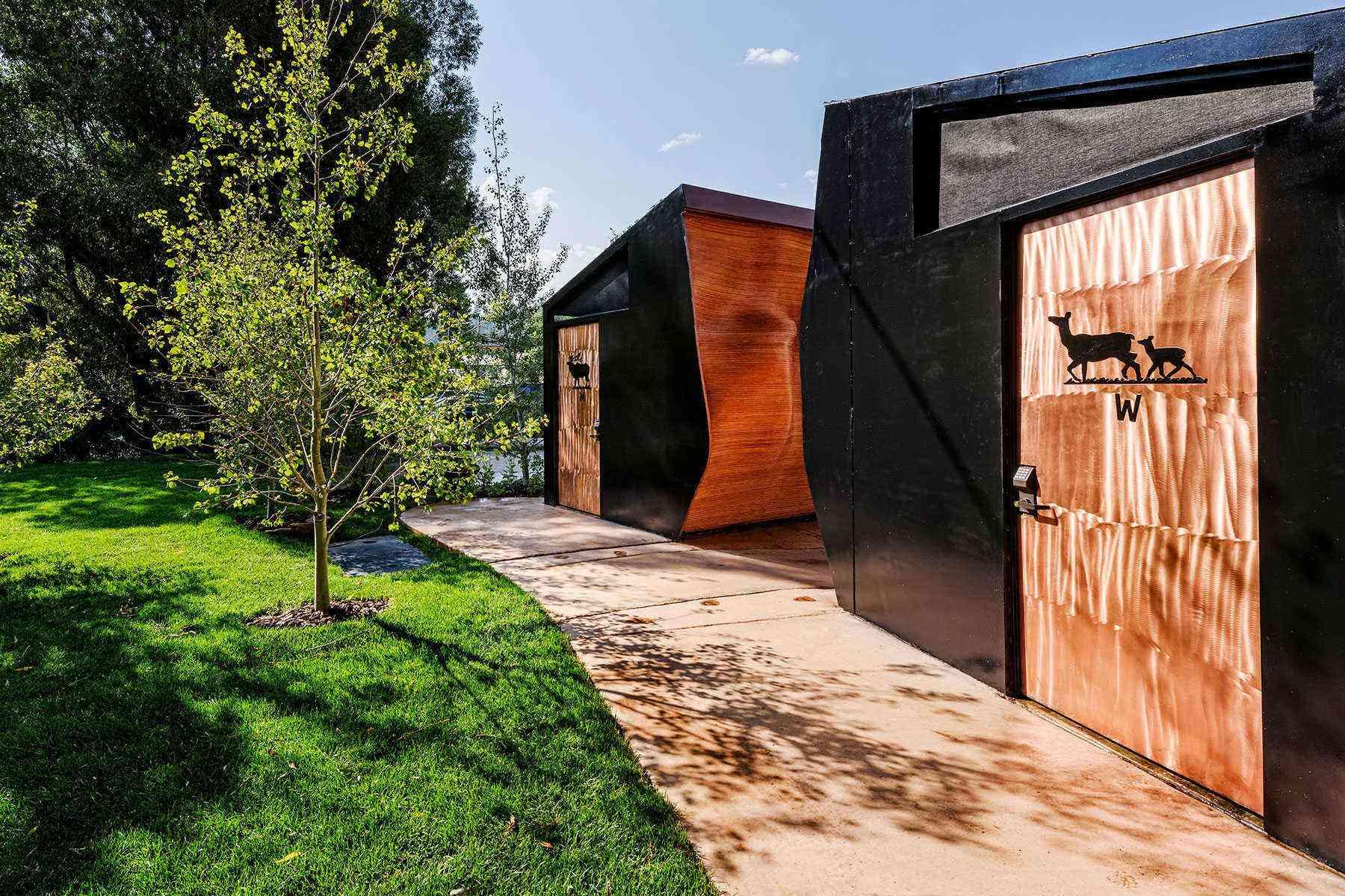Amazing-Bathrooms-Mineshaft-restrooms-Minturn-Co-4