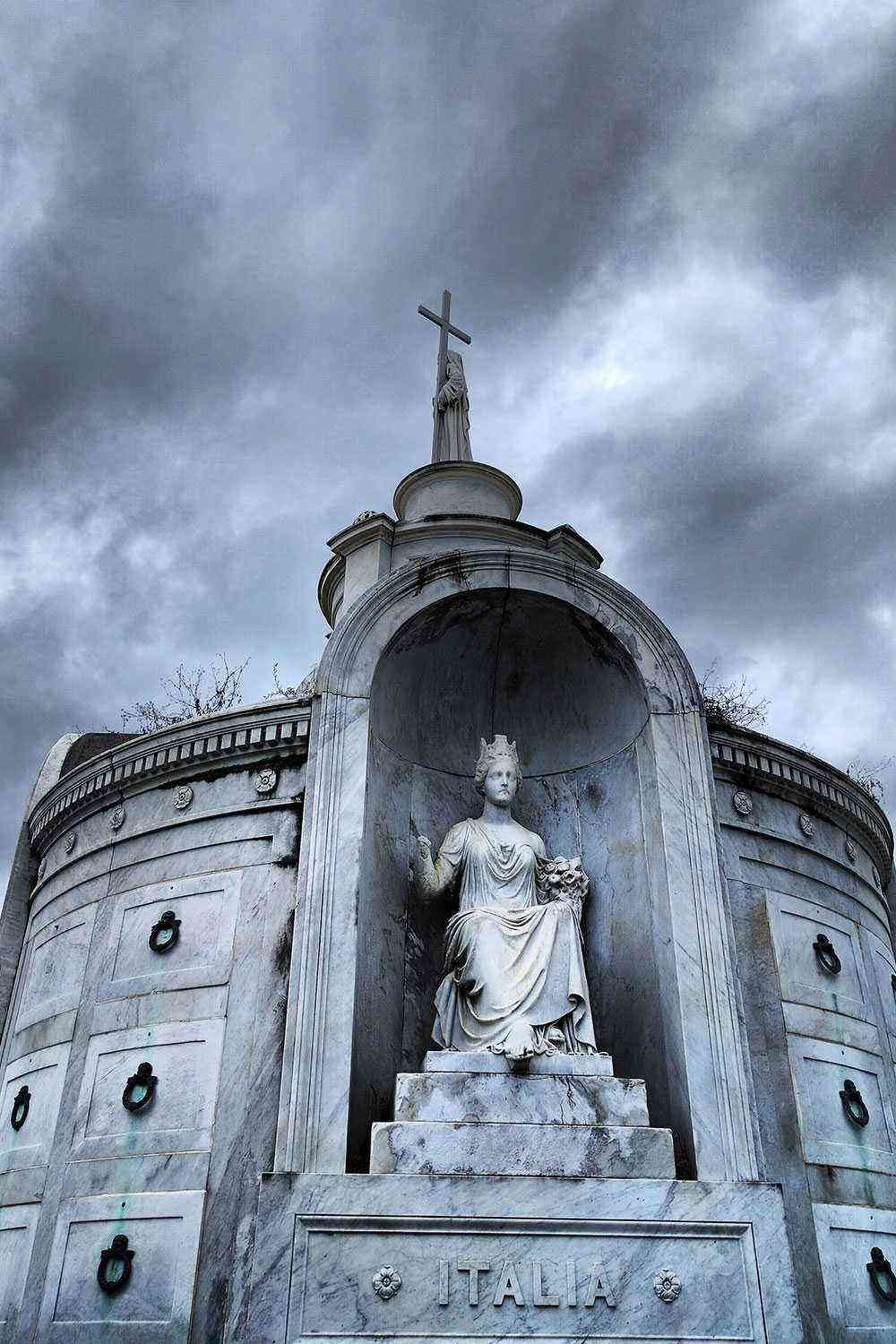 Cool-City-Tours-New-Orleans-Ghost-and-Vampire-tour-2