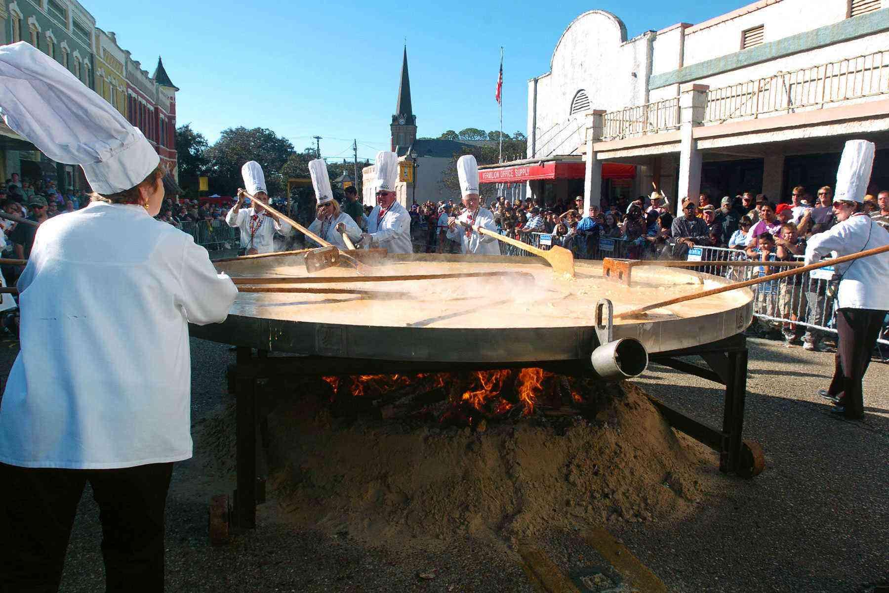 Fall-Food-Festivals-Giant-Omelette-Celebration-3