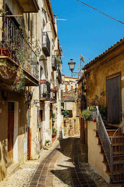 Medieval-Italian-Towns-Altomonte-2