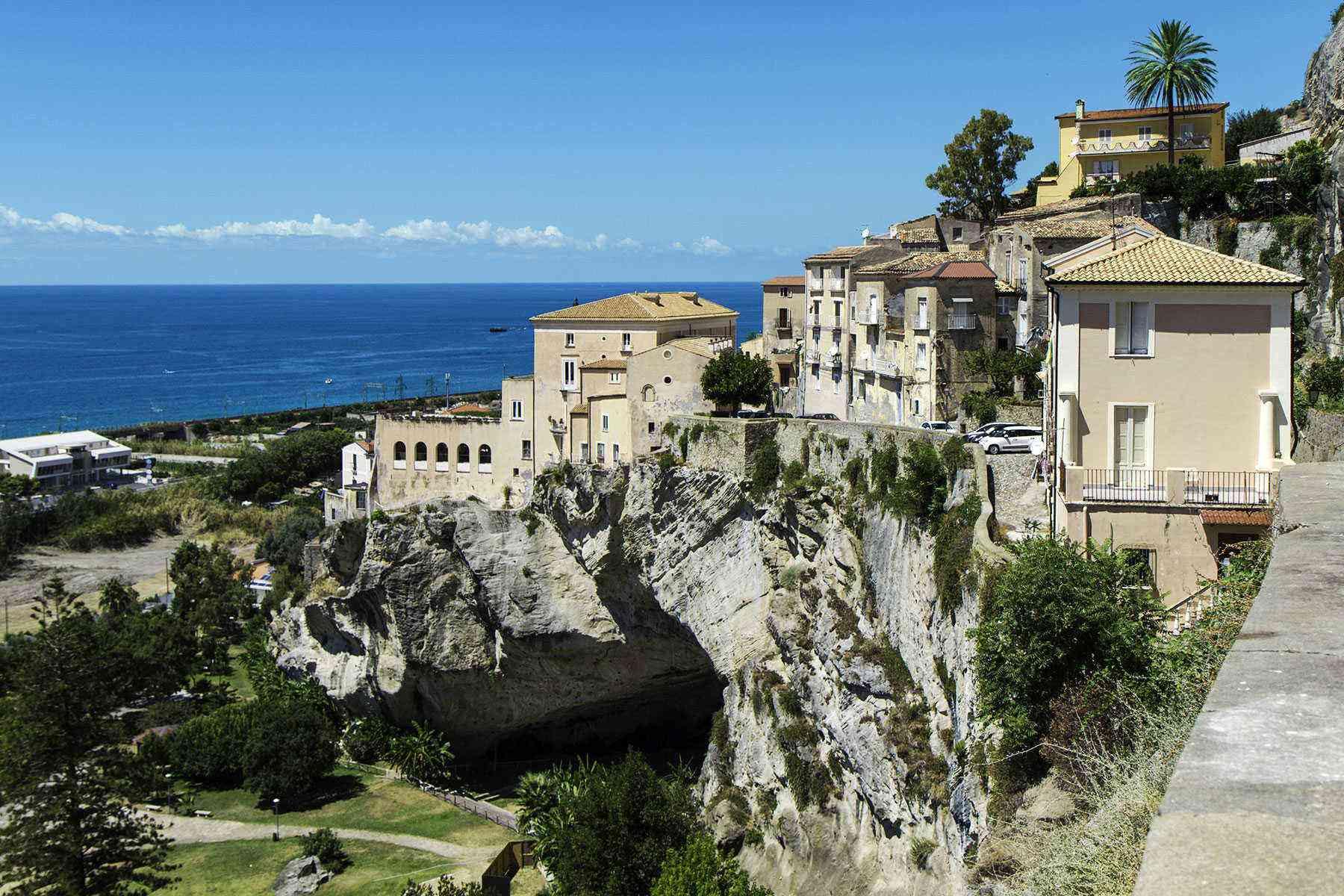 Medieval-Italian-Towns-Amantea-1