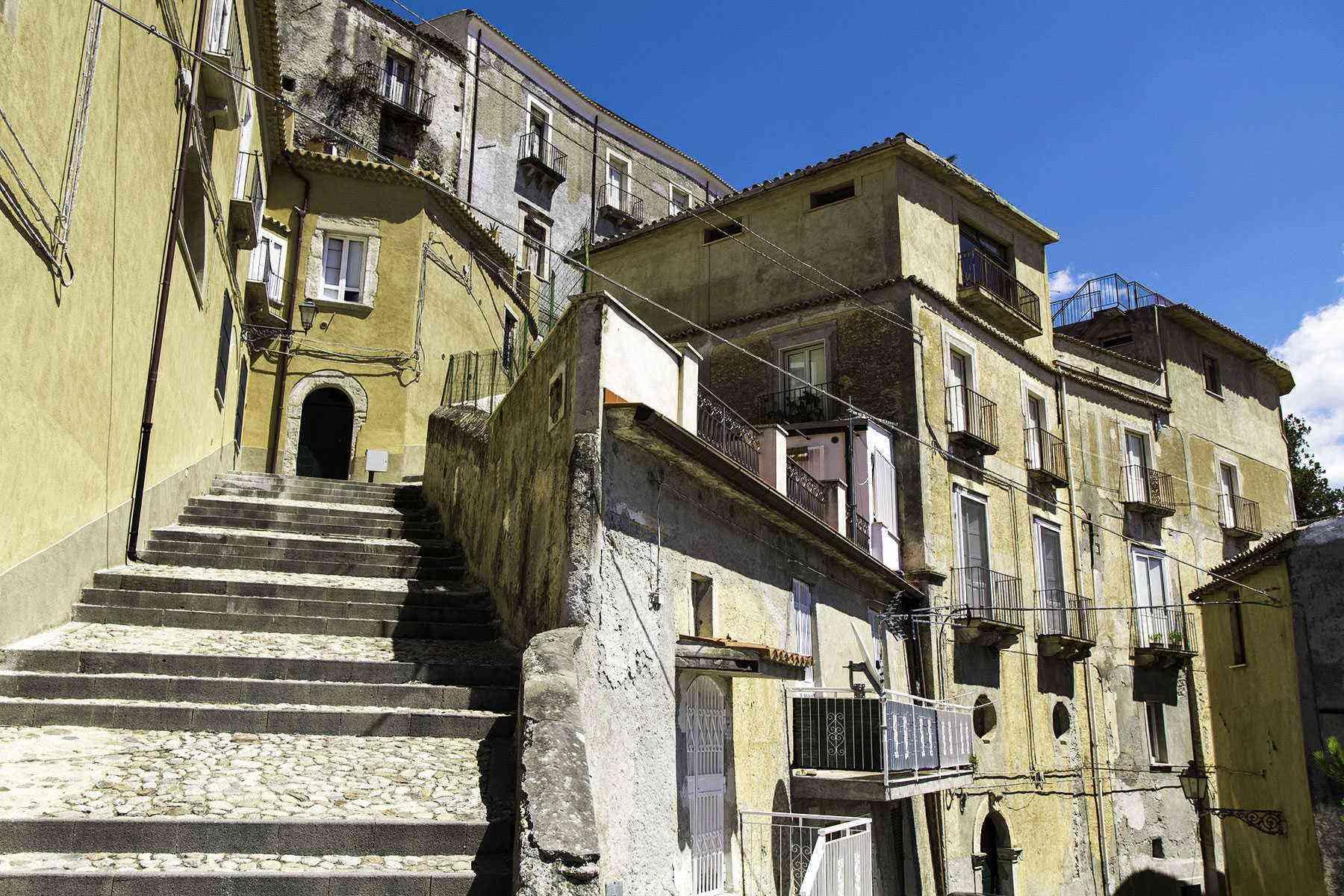 Medieval-Italian-Towns-Amantea-2