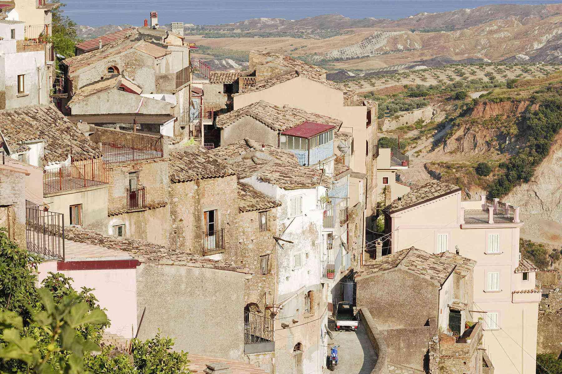 Medieval-Italian-Towns-Badolato-1