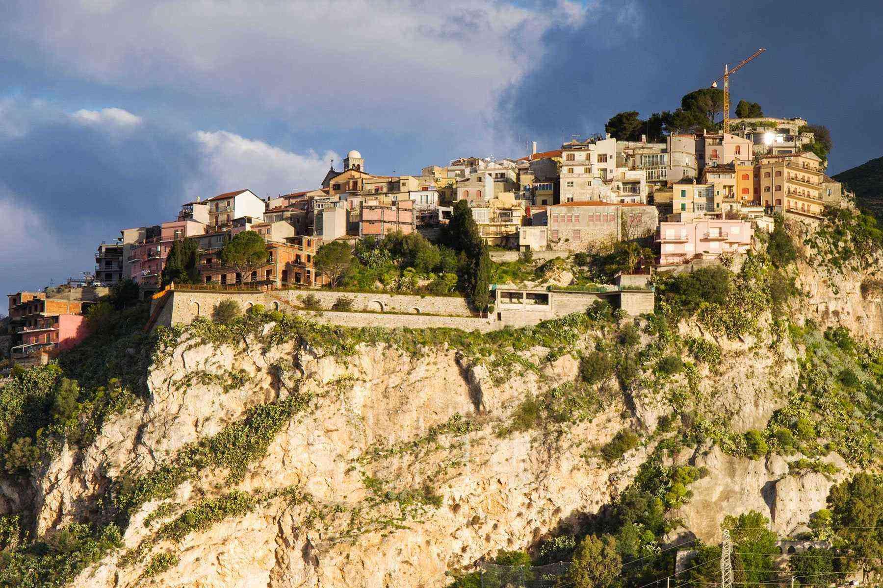 Medieval-Italian-Towns-Castelmola-1