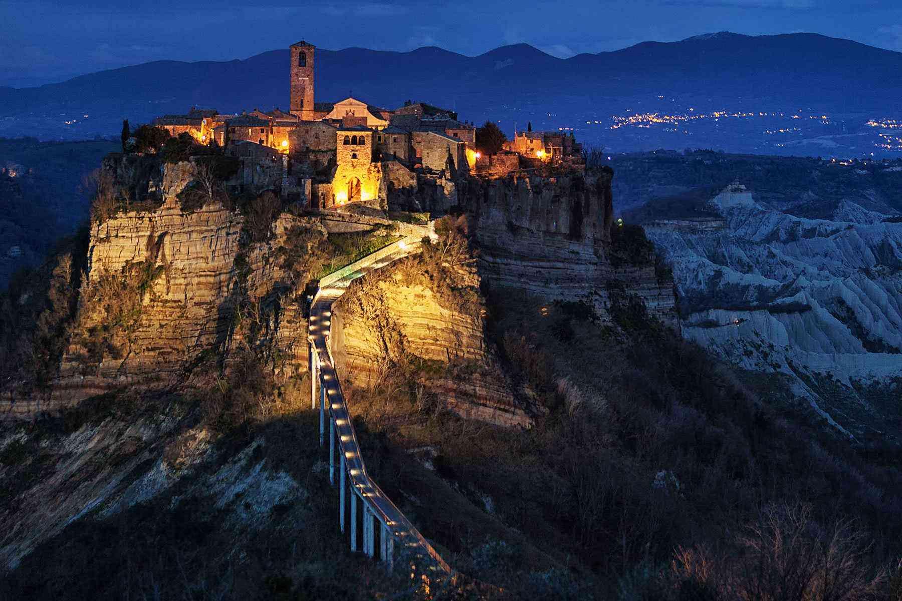 Medieval-Italian-Towns-Civita-di-Bagnoregio-1