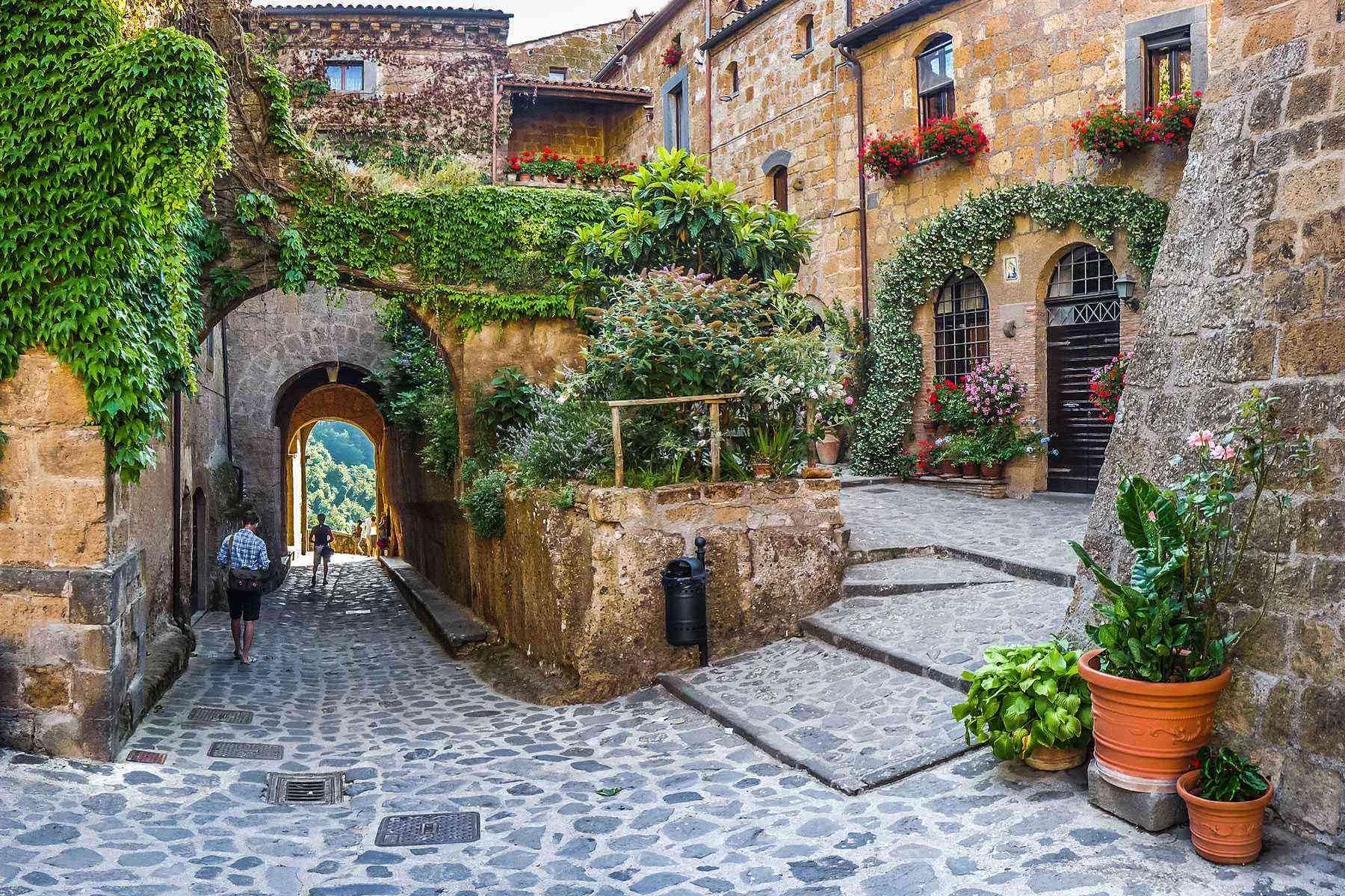 Medieval-Italian-Towns-Civita-di-Bagnoregio-2