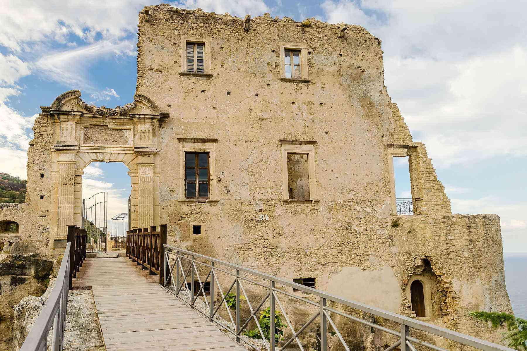 Medieval-Italian-Towns-Fiumefreddo-Bruzio-1