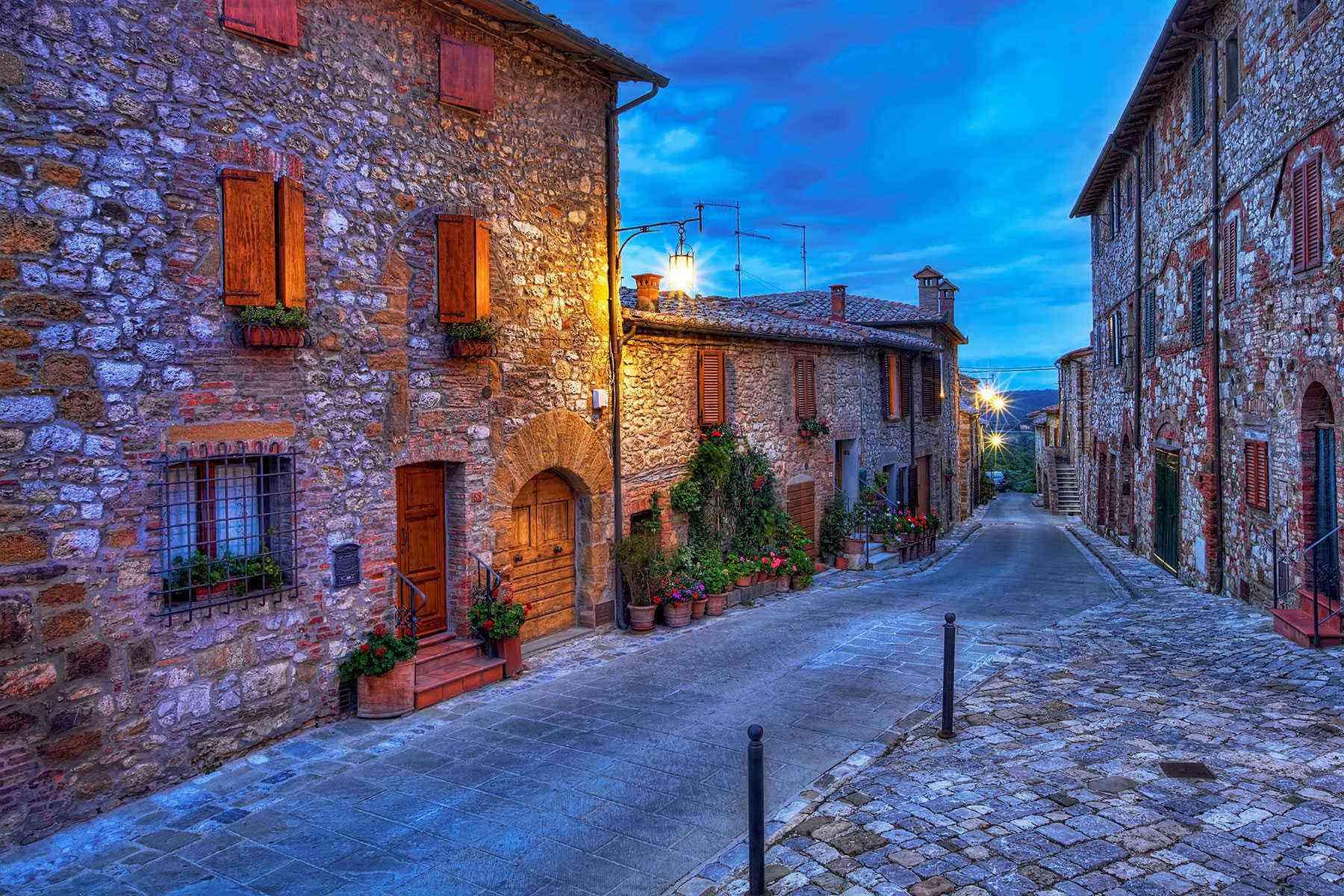 Medieval-Italian-Towns-Montefollonico