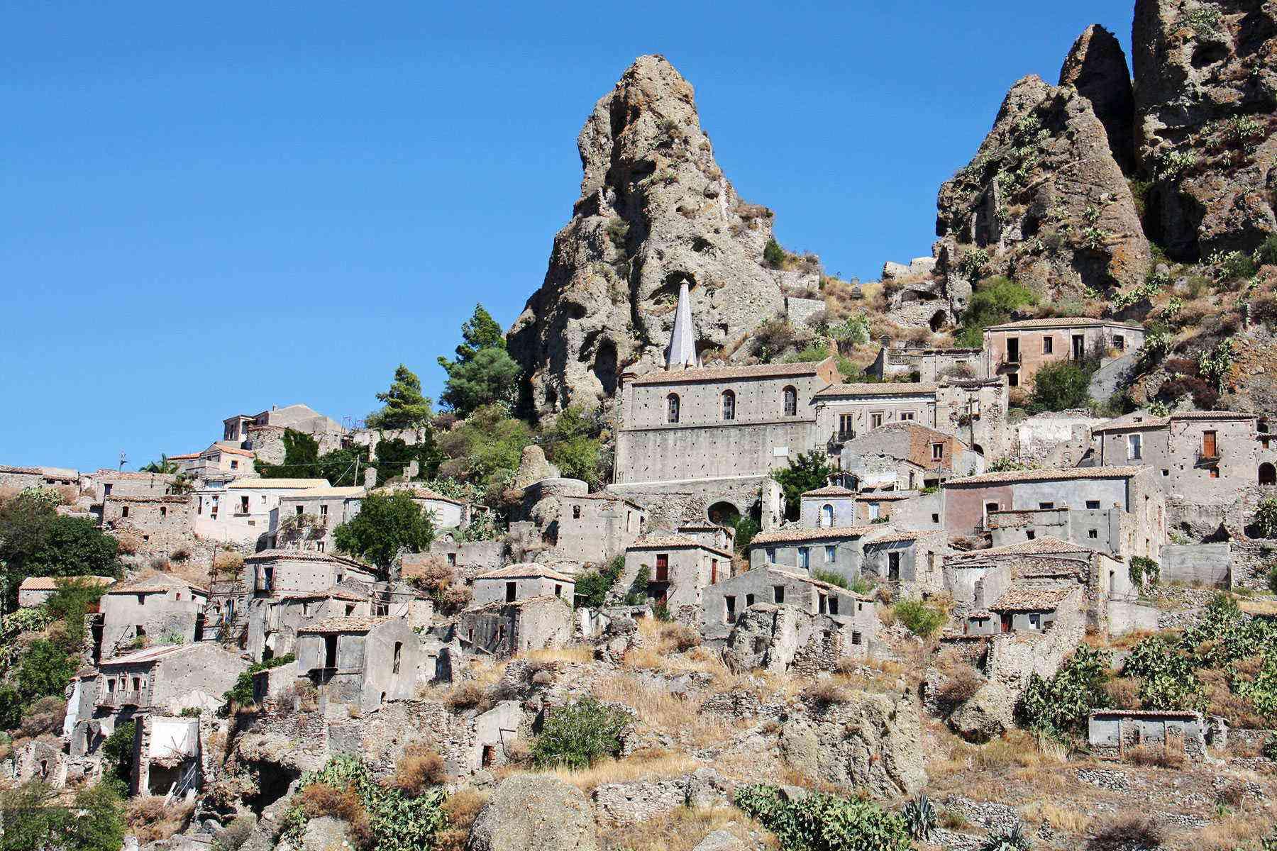 Medieval-Italian-Towns-Pentedattilo