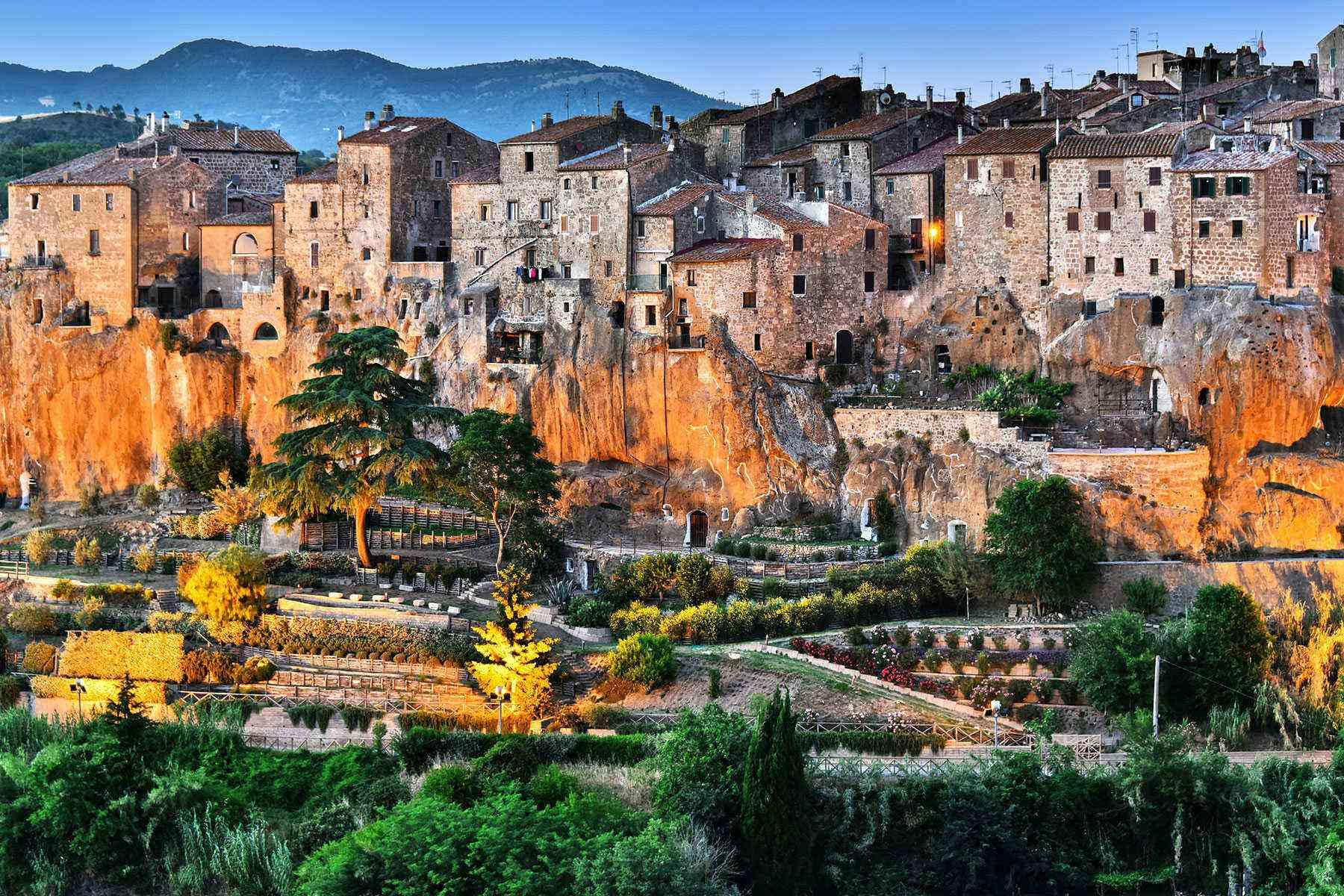 Medieval-Italian-Towns-Pitigliano-1