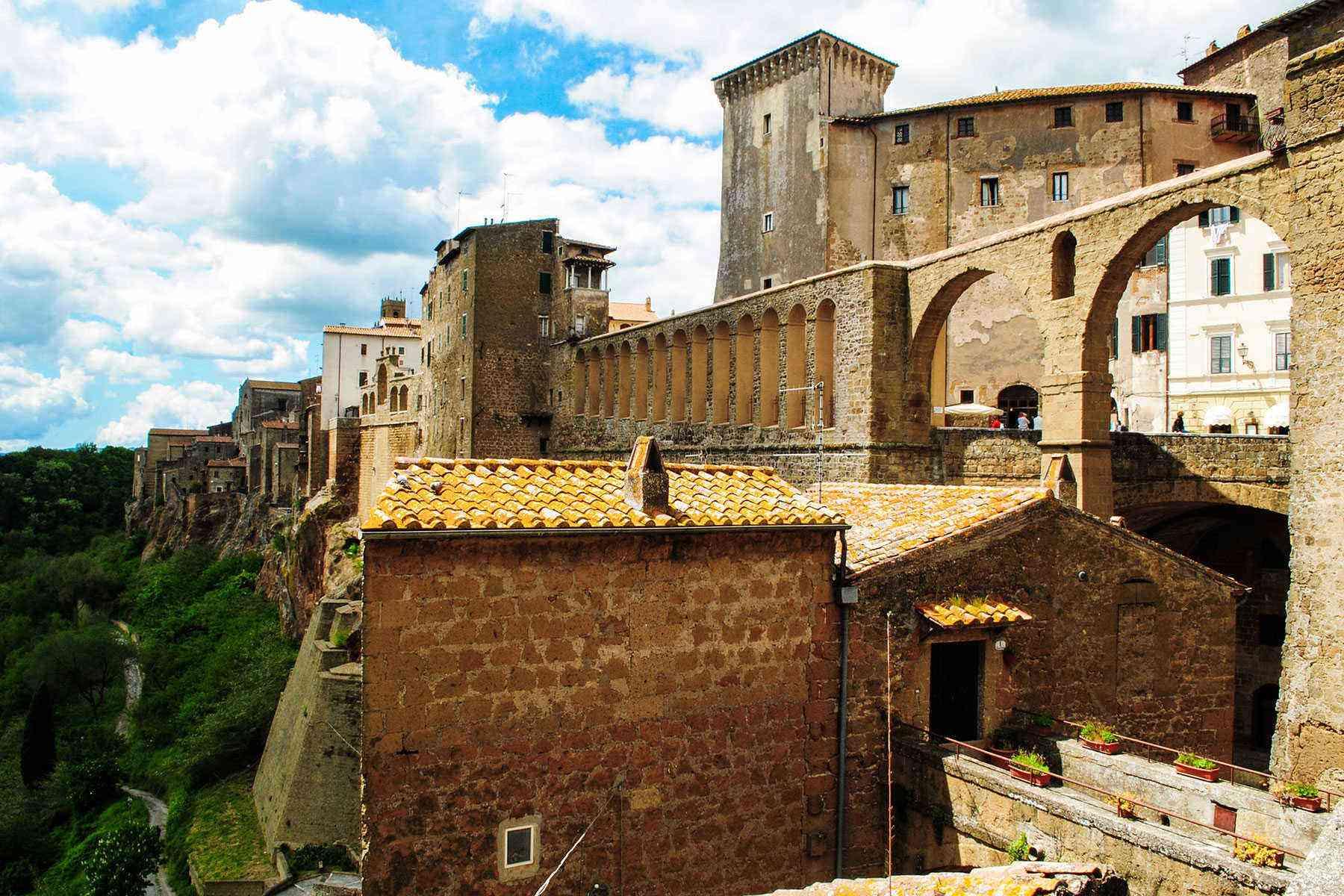 Medieval-Italian-Towns-Pitigliano-2