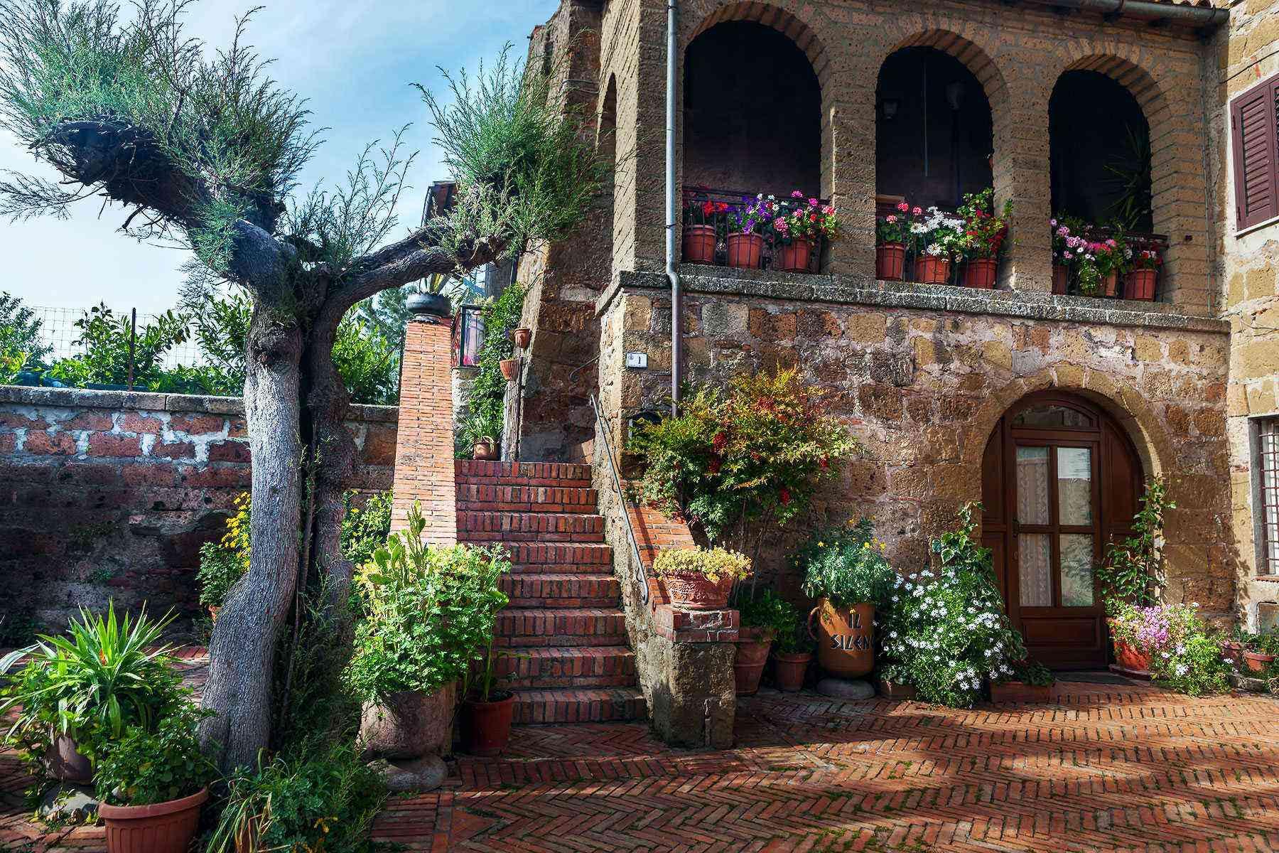 Medieval-Italian-Towns-Pitigliano-3