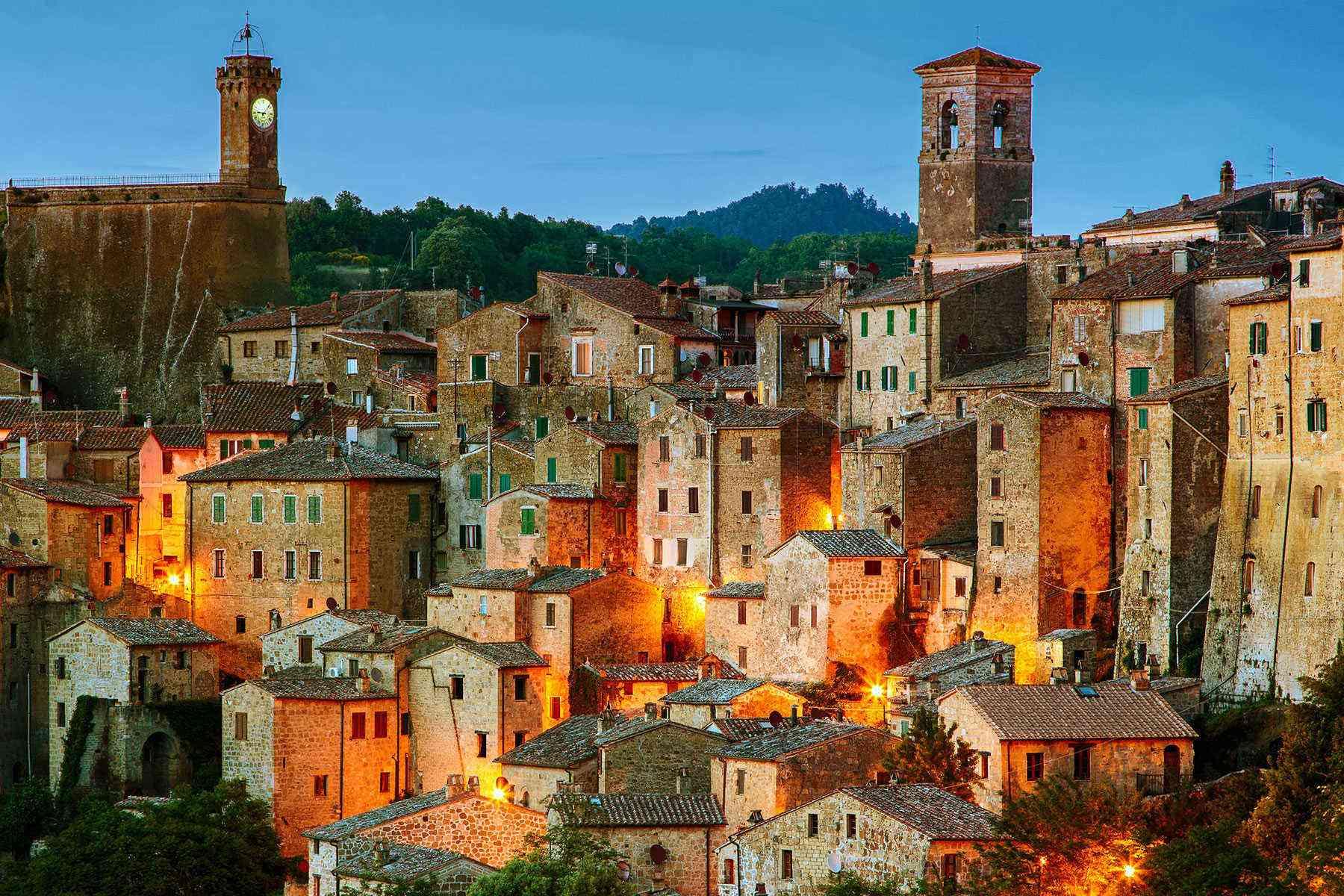 Medieval-Italian-Towns-Sorano-1