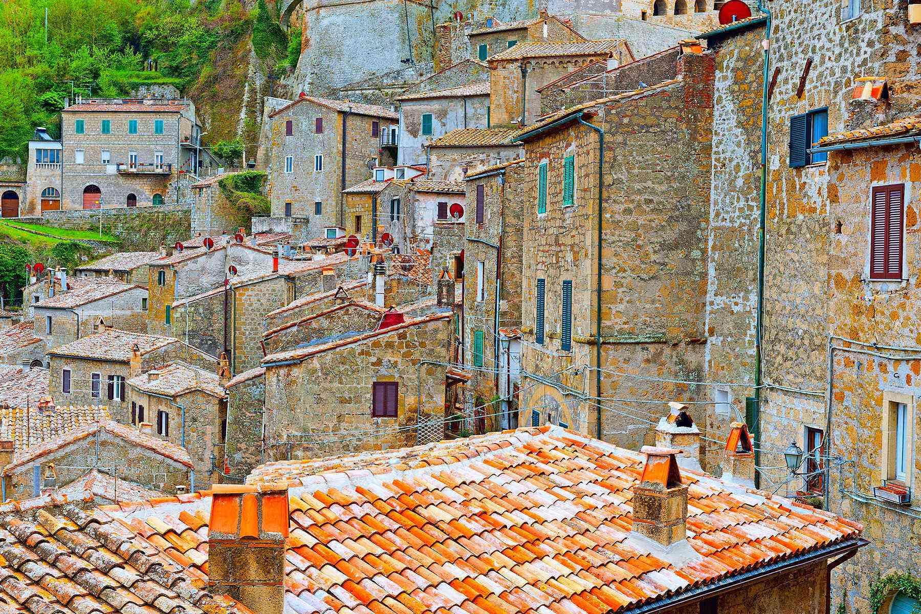 Medieval-Italian-Towns-Sorano-2