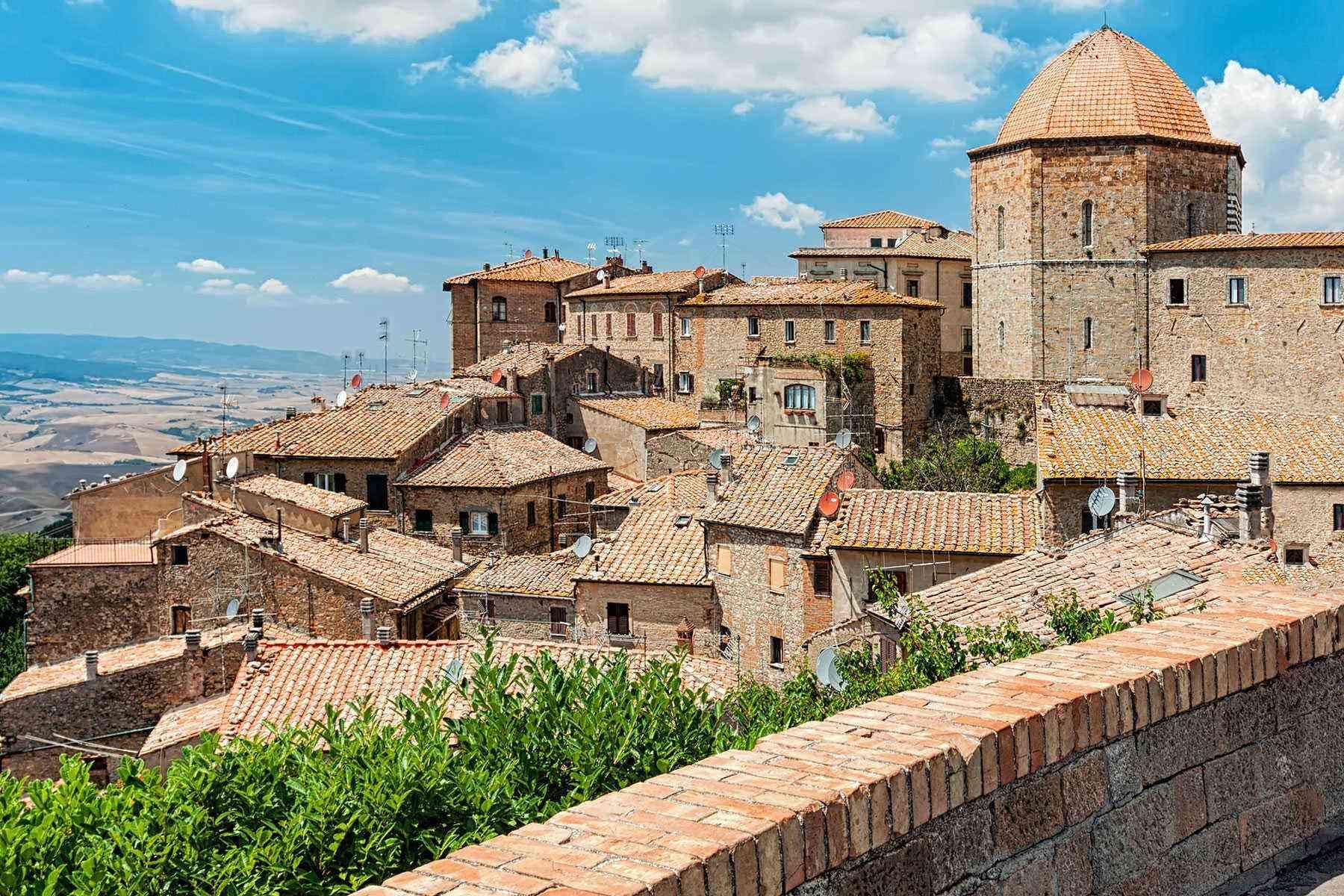 Medieval-Italian-Towns-Volterra-1