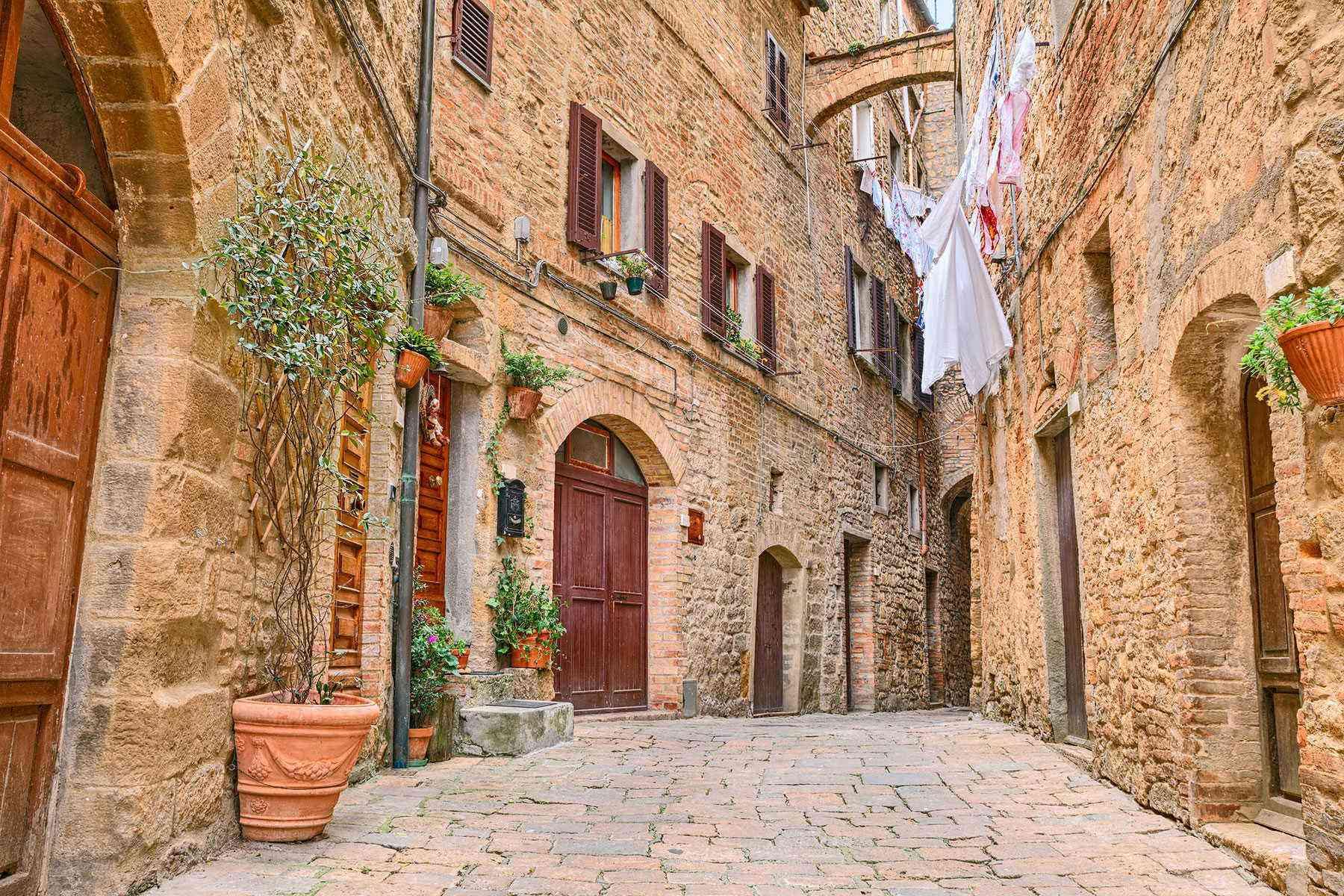Medieval-Italian-Towns-Volterra-2