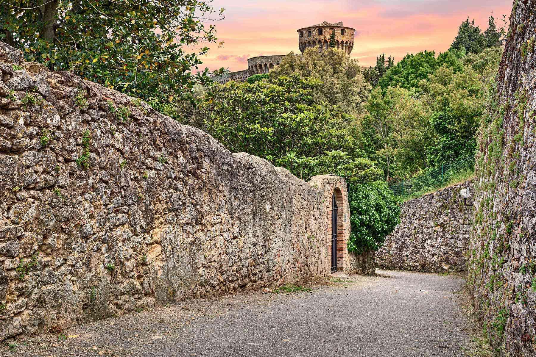 Medieval-Italian-Towns-Volterra-4
