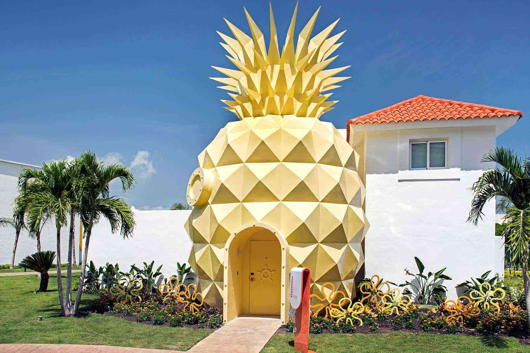 Weird-Airbnbs-Spongebob-Pineapple-1