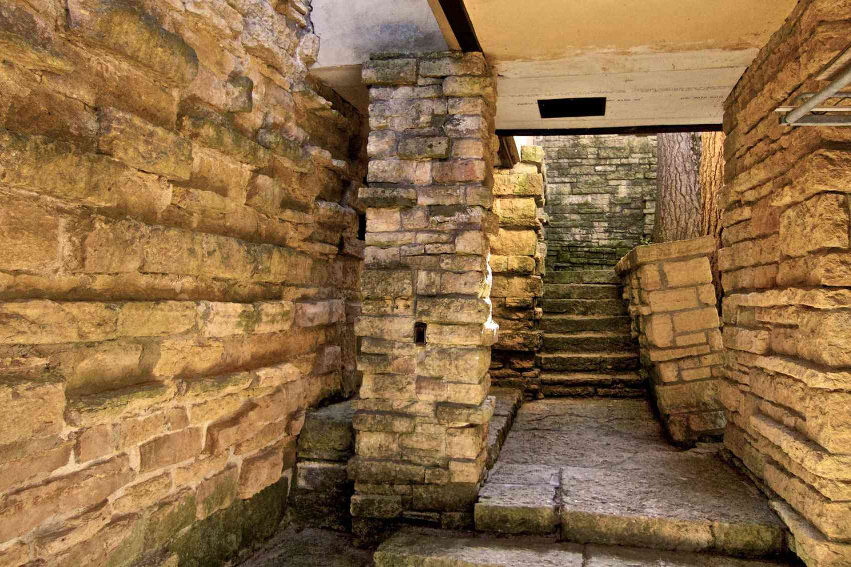 Frank Lloyd Wright Taliesin >> This Frank Lloyd Wright Tour Is an Architecture Devotee's ...