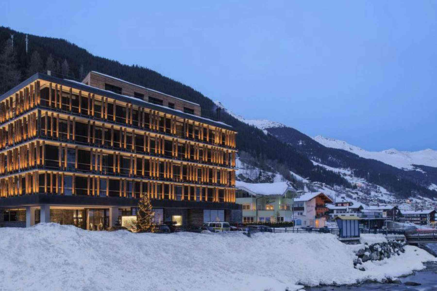 World s 15 most stunning mountaintop hotels fodors for Designhotel ski