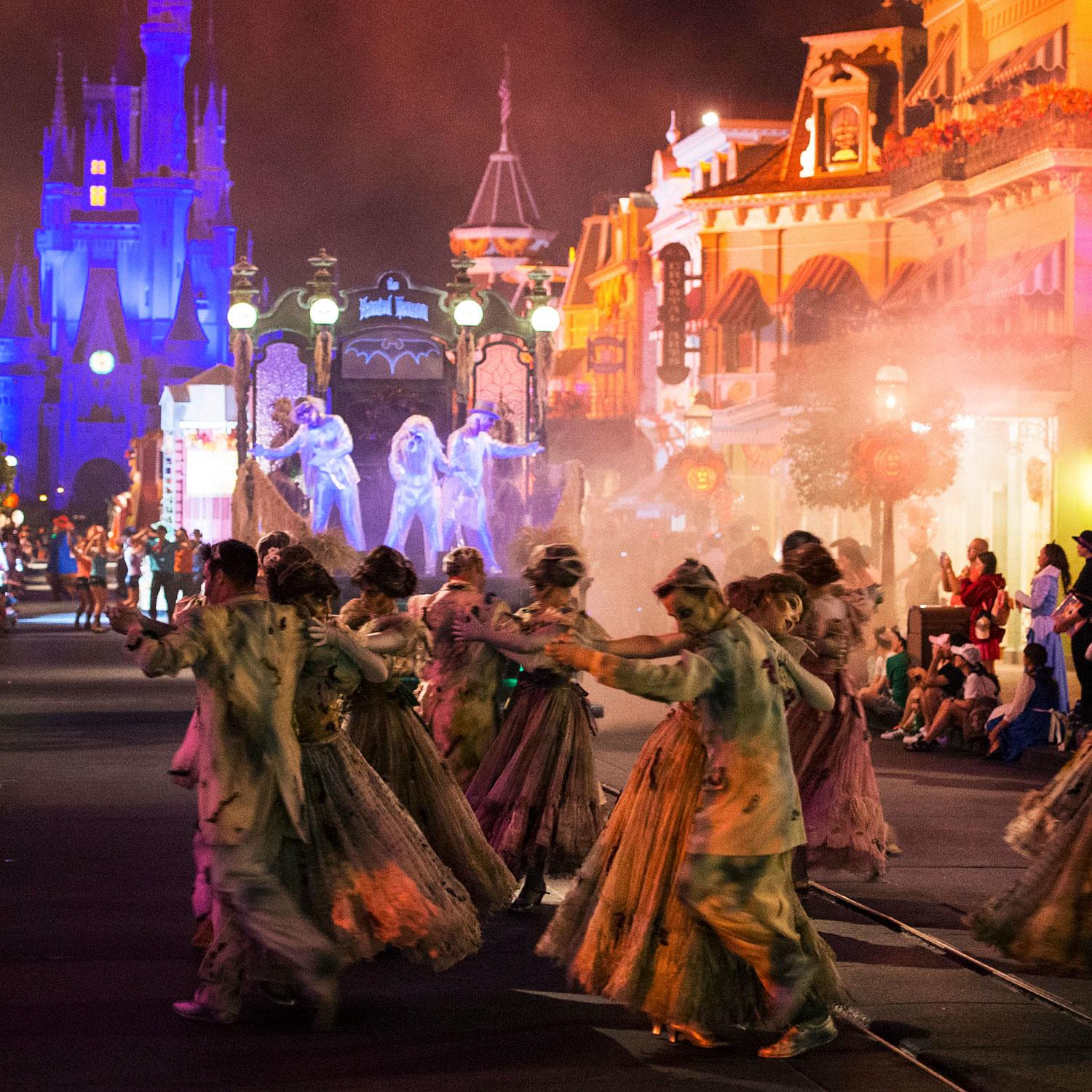 Holidays Celebrations: 25 Ultimate Things To Do At Walt Disney World