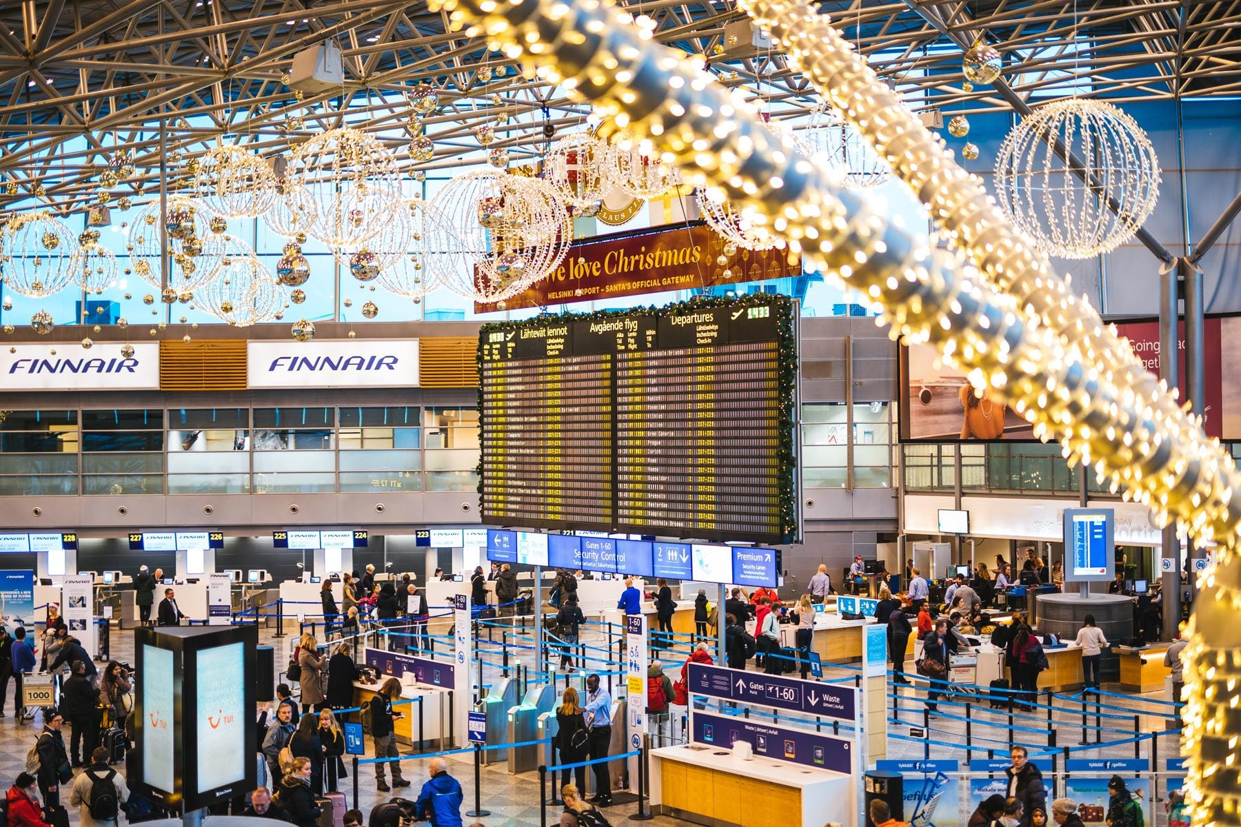Deck The Terminals Airports With OvertheTop Holiday - The 6 busiest north american airports at christmas