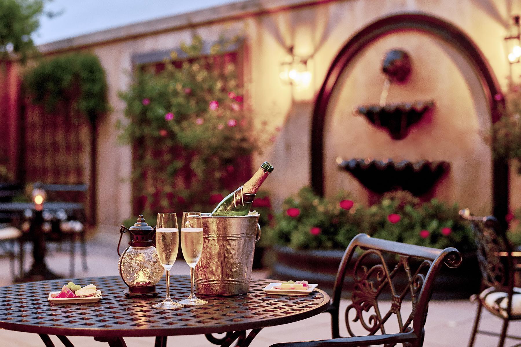 Romantic Hotels-French Quarter Inn-2