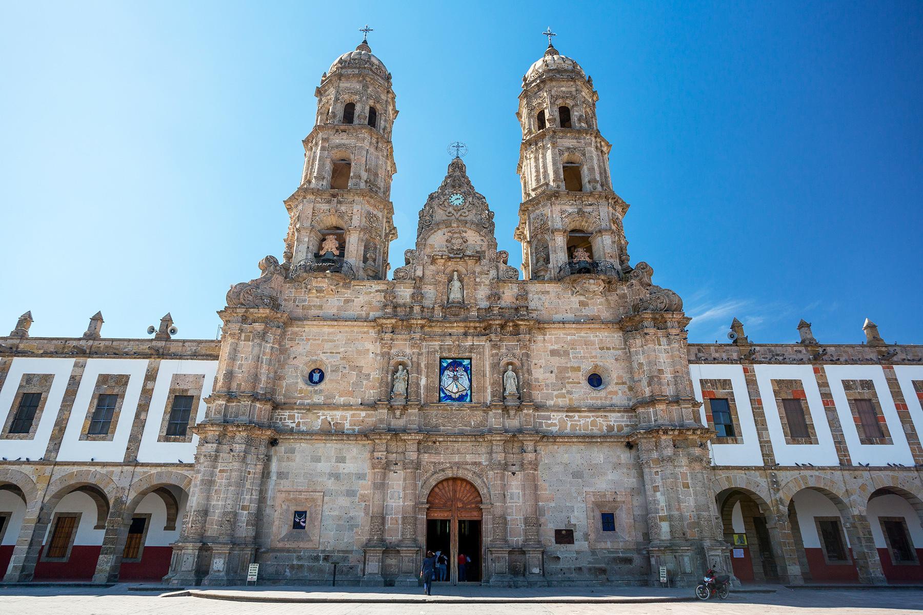 12-Reasons-Underrated-Guadalajara-Hero