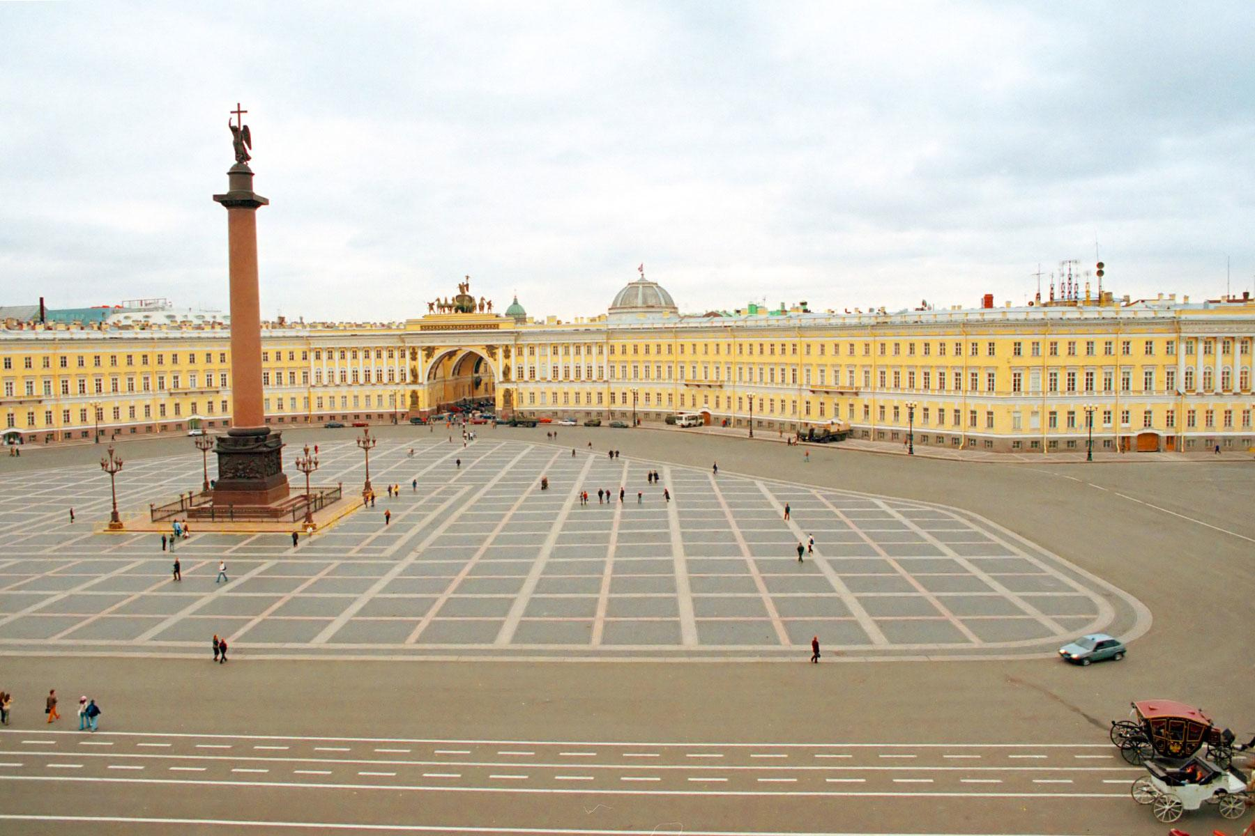 Recognizable and mysterious Petersburg in the pictures of Vladimir Antoshenkov