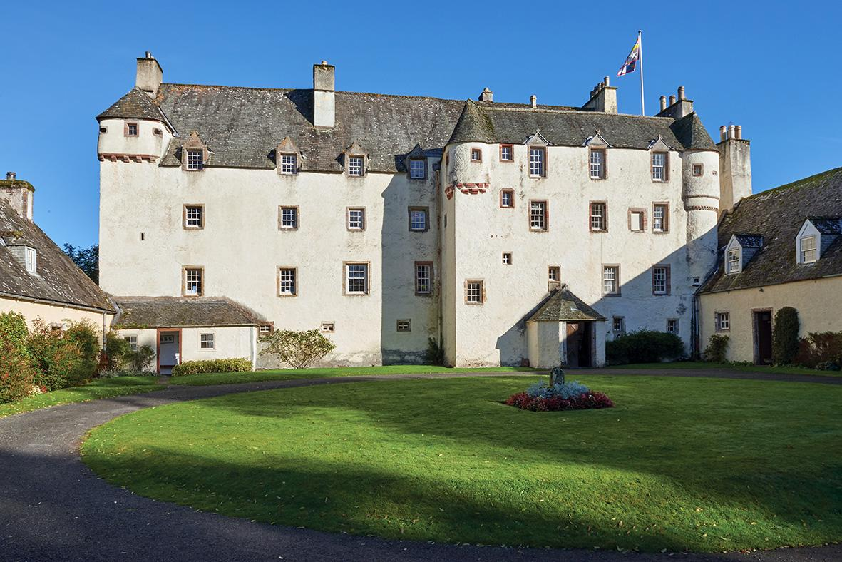 Traquair_House_Courtyard